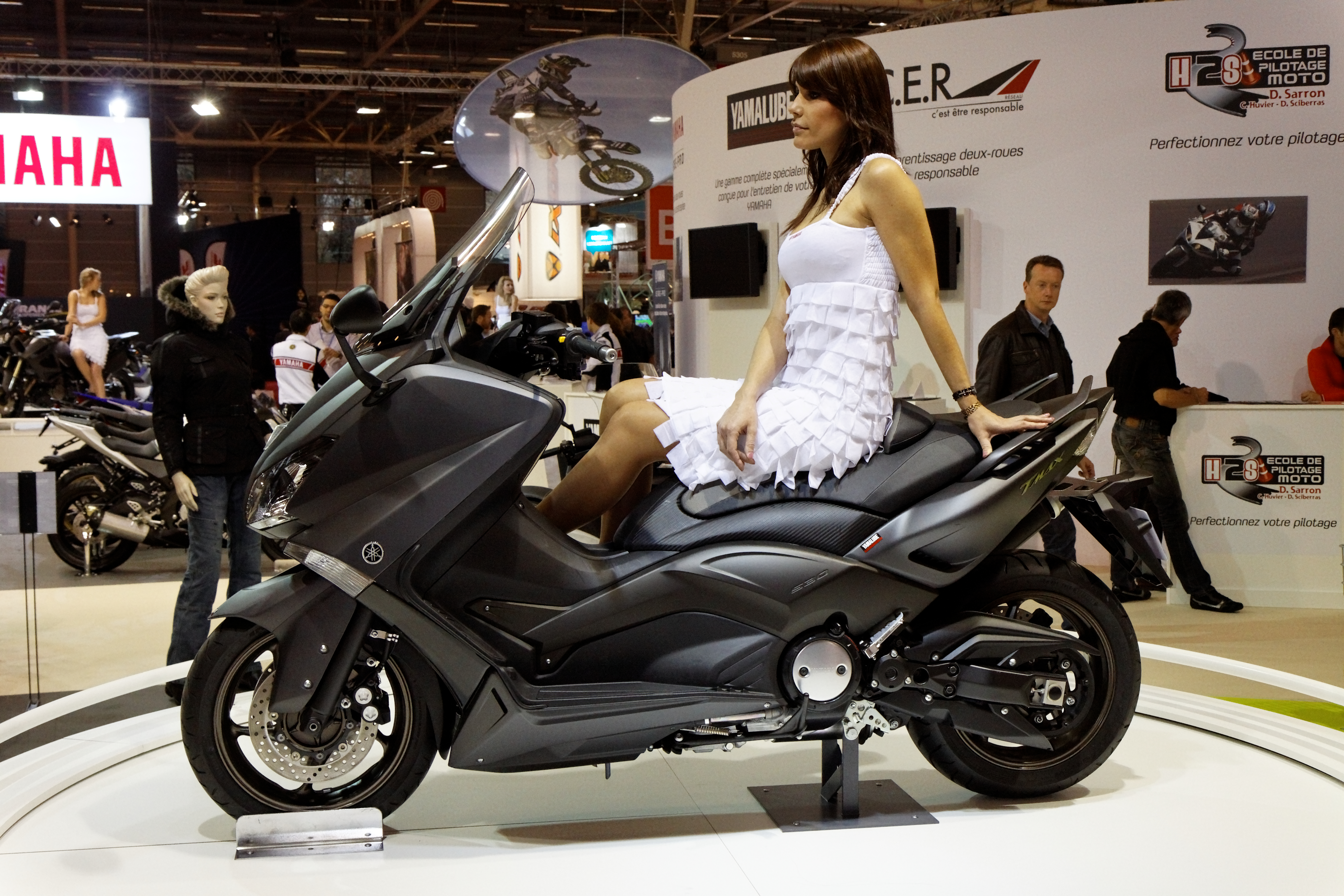 File paris salon de la moto 2011 yamaha tmax 530abs for Photo de salon