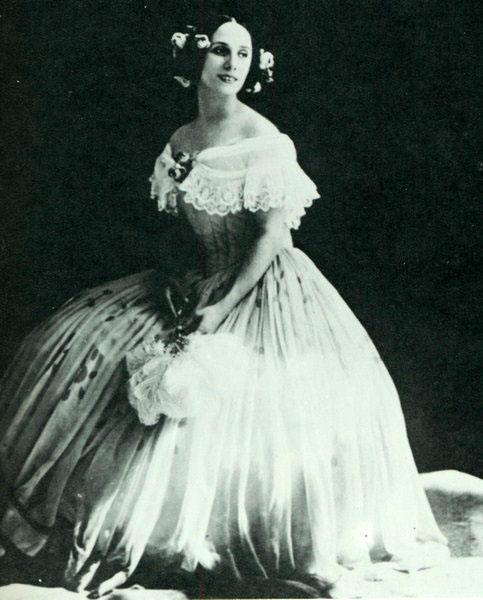 1915年頃のアンナ・パヴロワ Wikipediaより