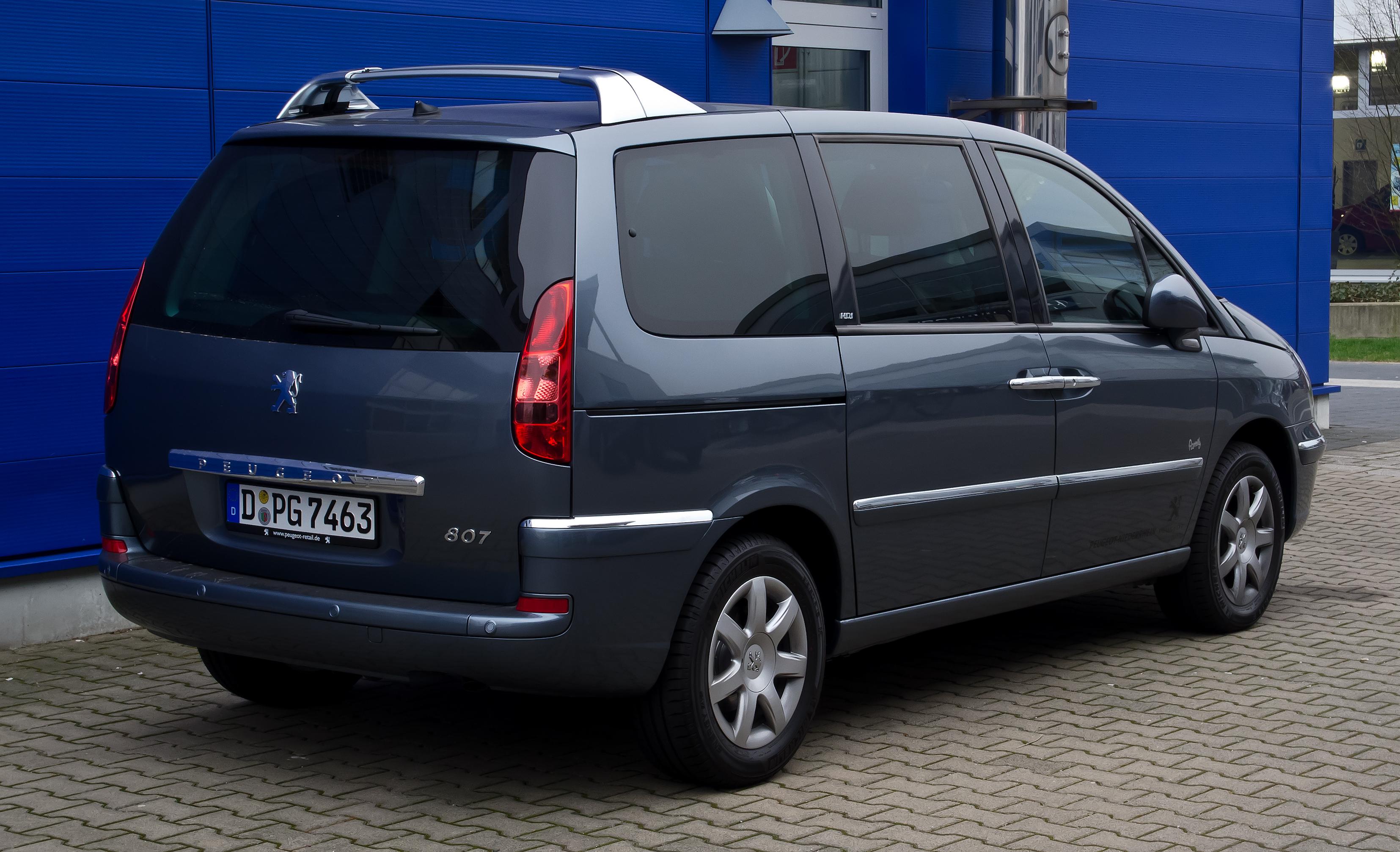 File:Peugeot 807 HDi FAP 135 Family (Facelift) – Heckansicht, 17.