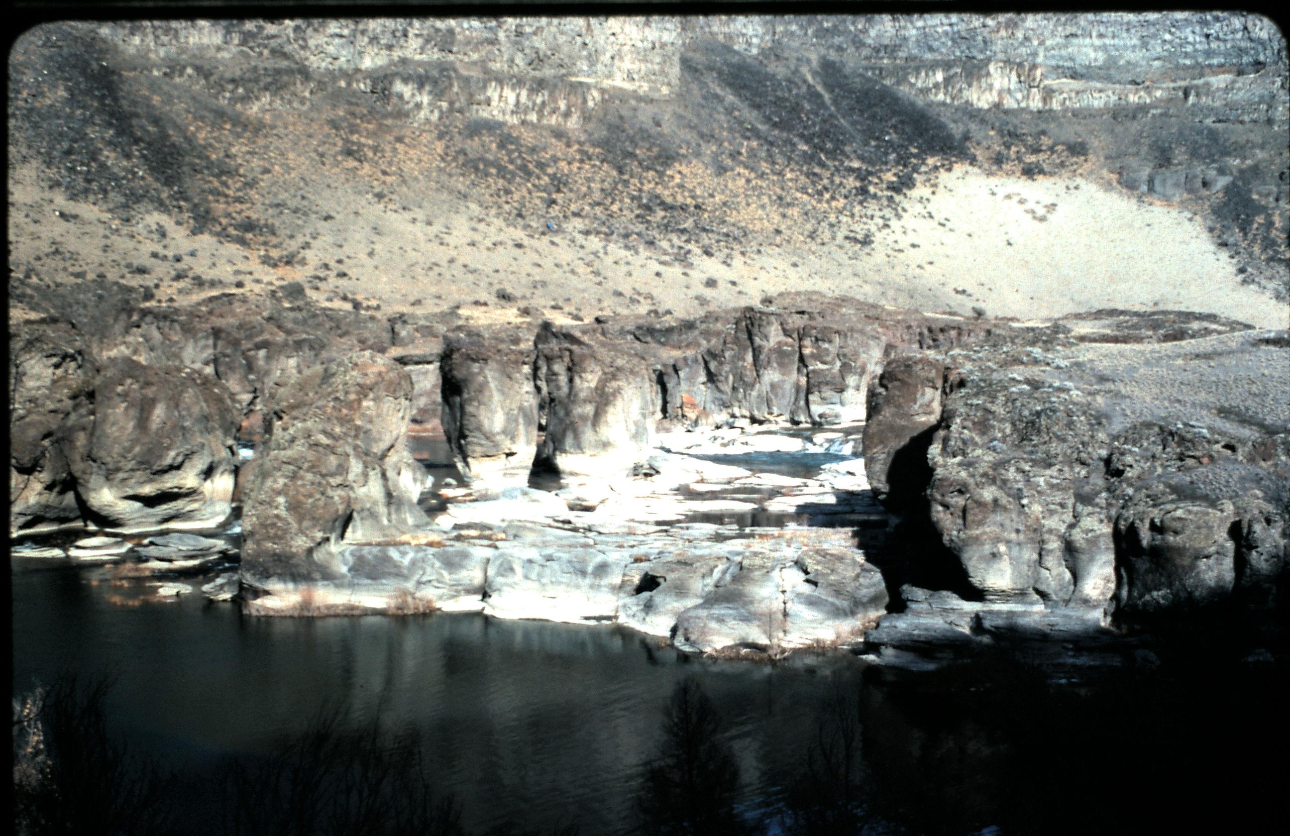 File:Pillar Falls Shelf - Snake River Canyon, Twin Falls ...