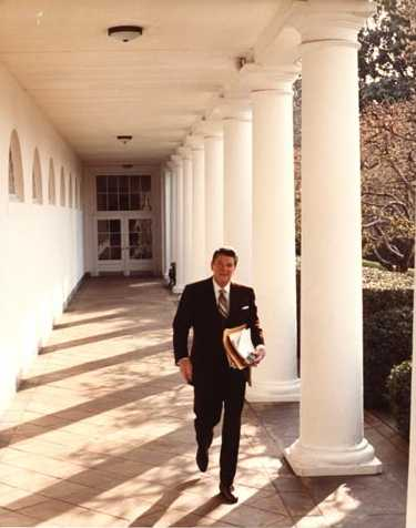 File:President Reagan walks along the White House colonnade 1981.jpg