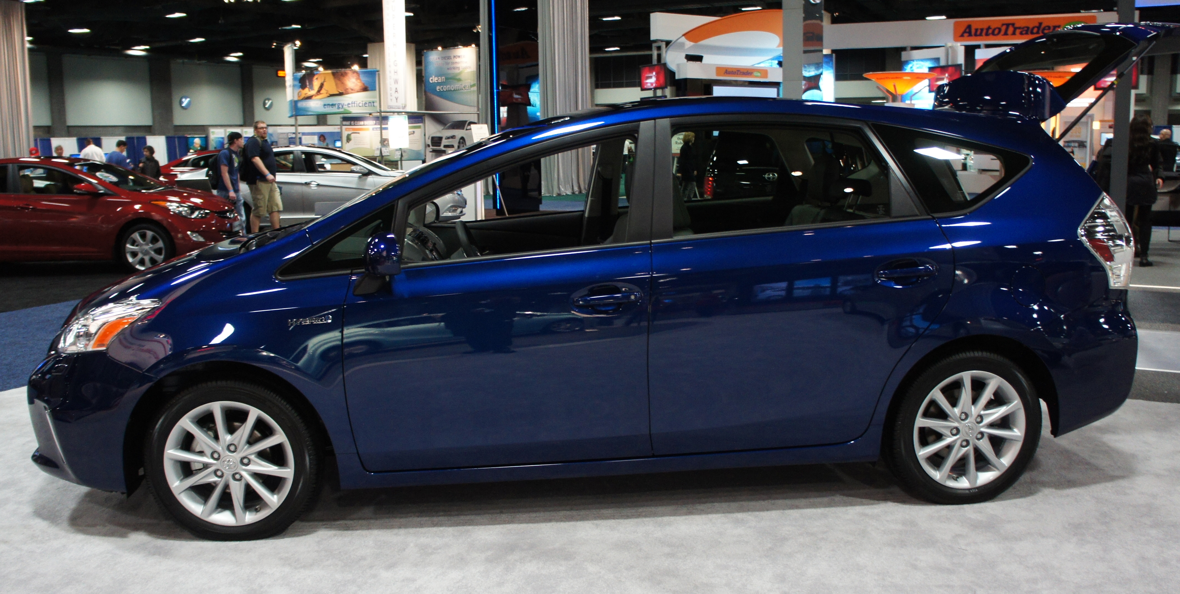 file prius v was 2012 0675 jpg wikimedia commons. Black Bedroom Furniture Sets. Home Design Ideas