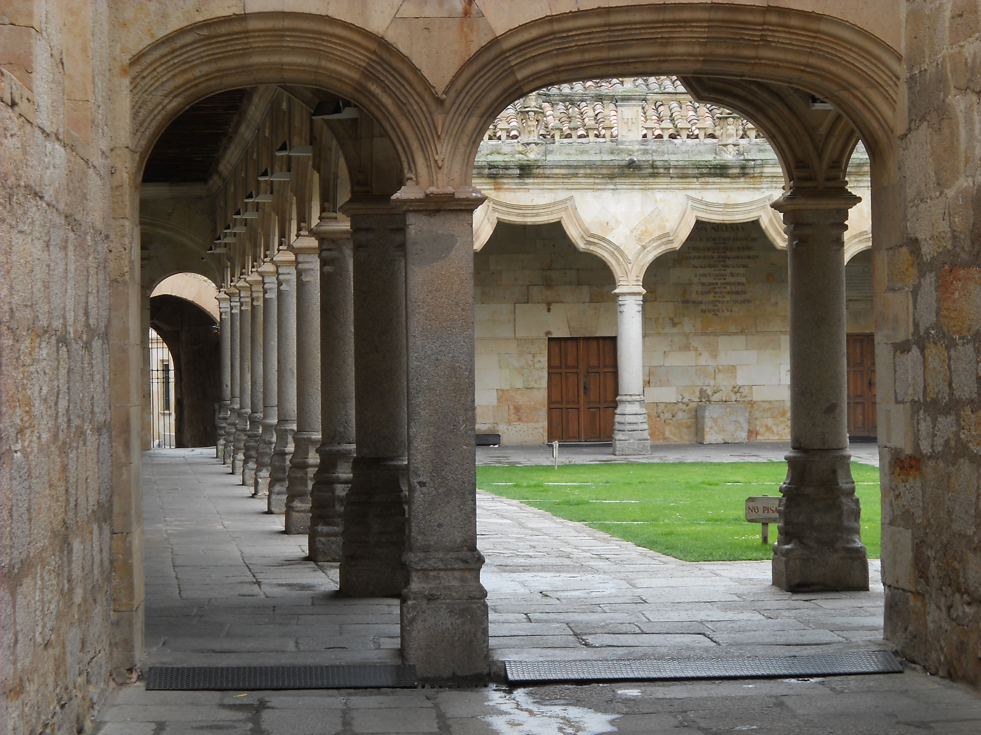File:Salamanca universidad claustro Escuela Menores.jpg ... - photo#32