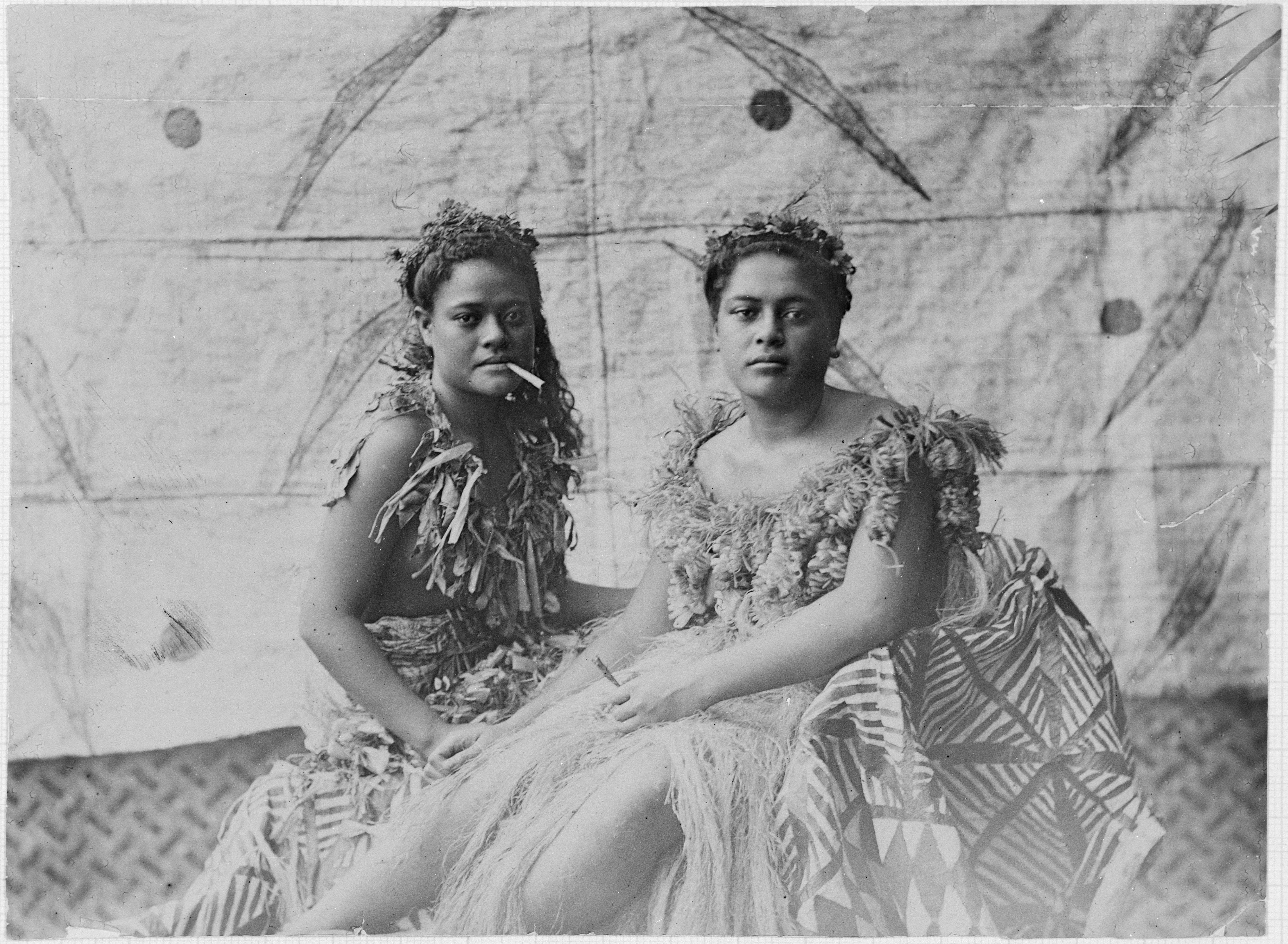 file samoan women in traditional dress ca 1910s jpg wikimedia commons