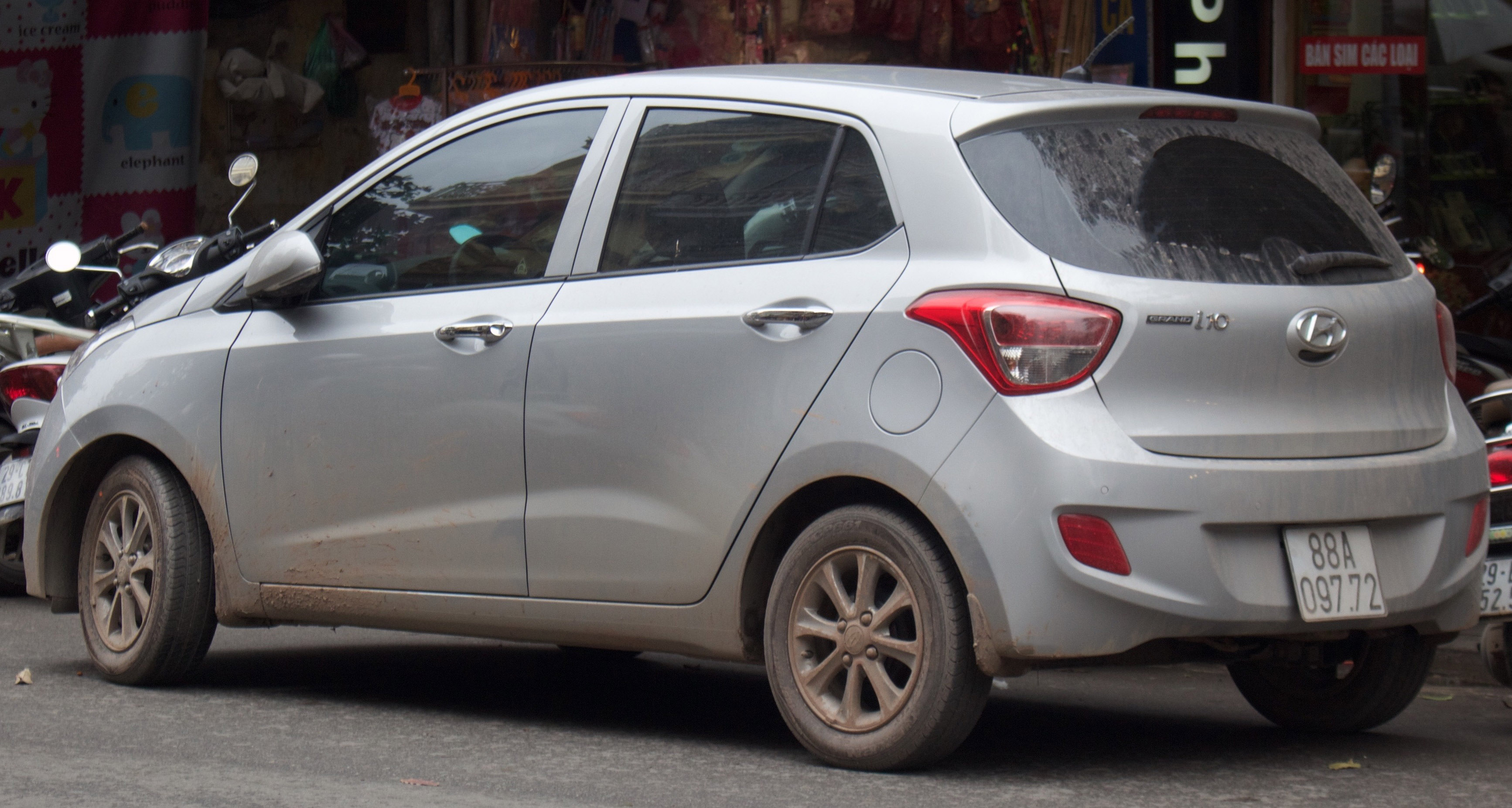 File Silver Hyundai Grand I10 Rear View Jpg Wikimedia