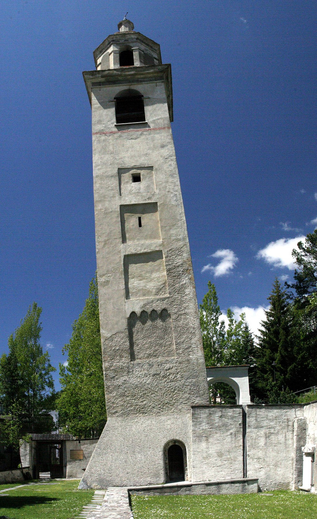 St-Moritz-Schiefer-Turm.jpg