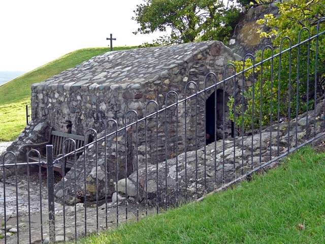 File:St Trillo's Chapel on Rhos Point - geograph.org.uk - 1055347.jpg