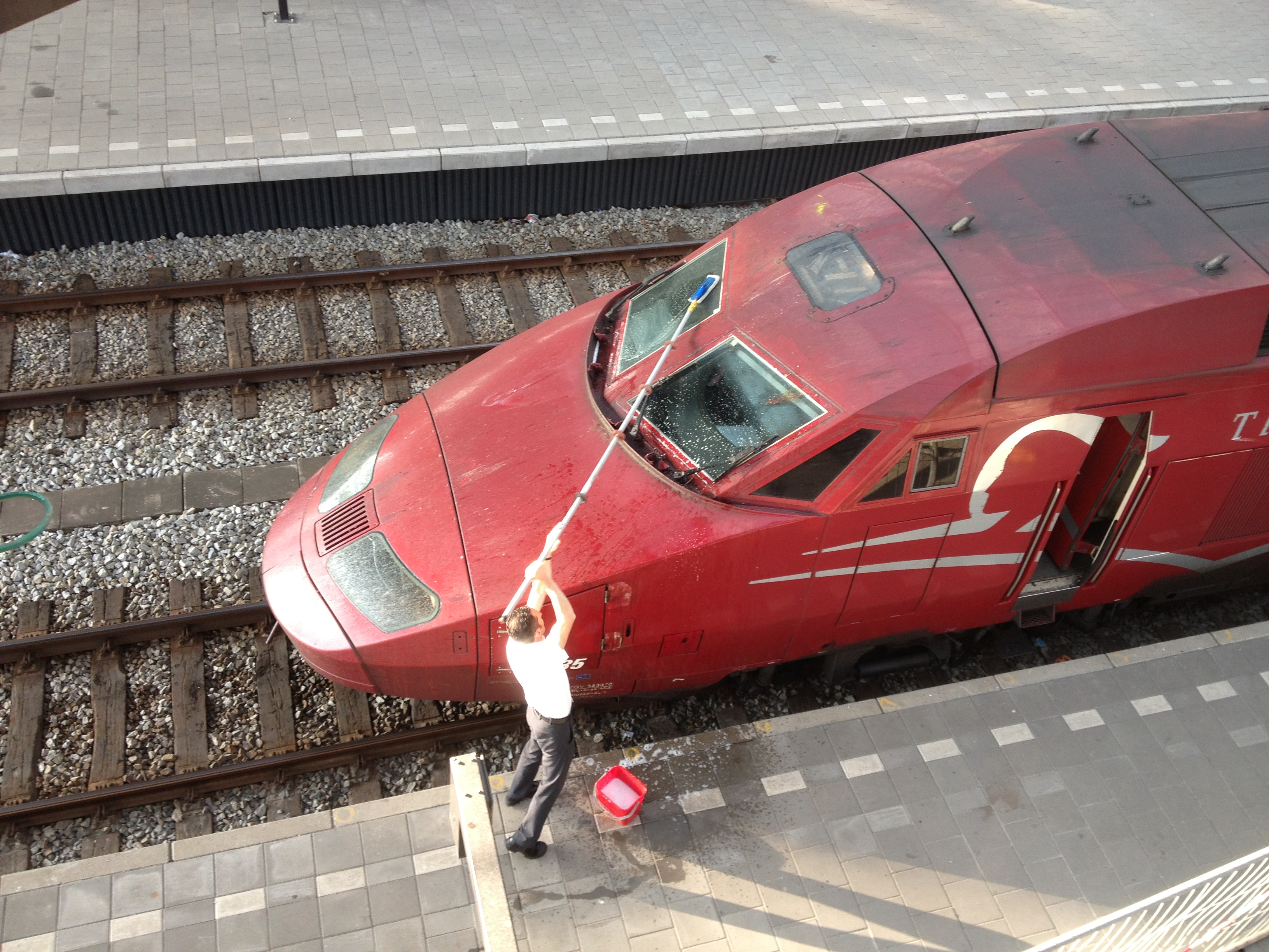 File:Thalys train driver cleaning his windscreen.JPG - Wikimedia Commons