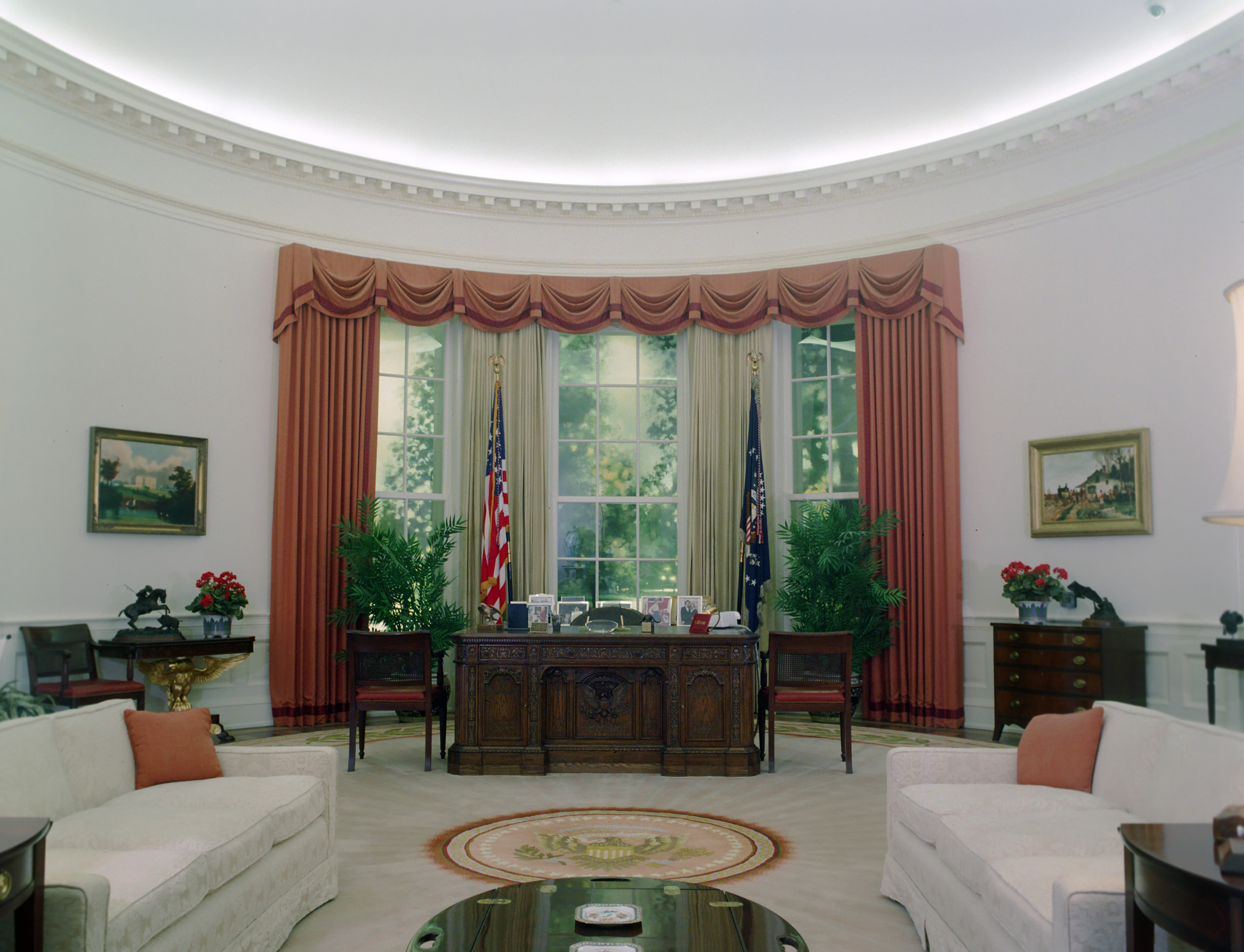 Do You Like The New Oval Office Makeover President Trump