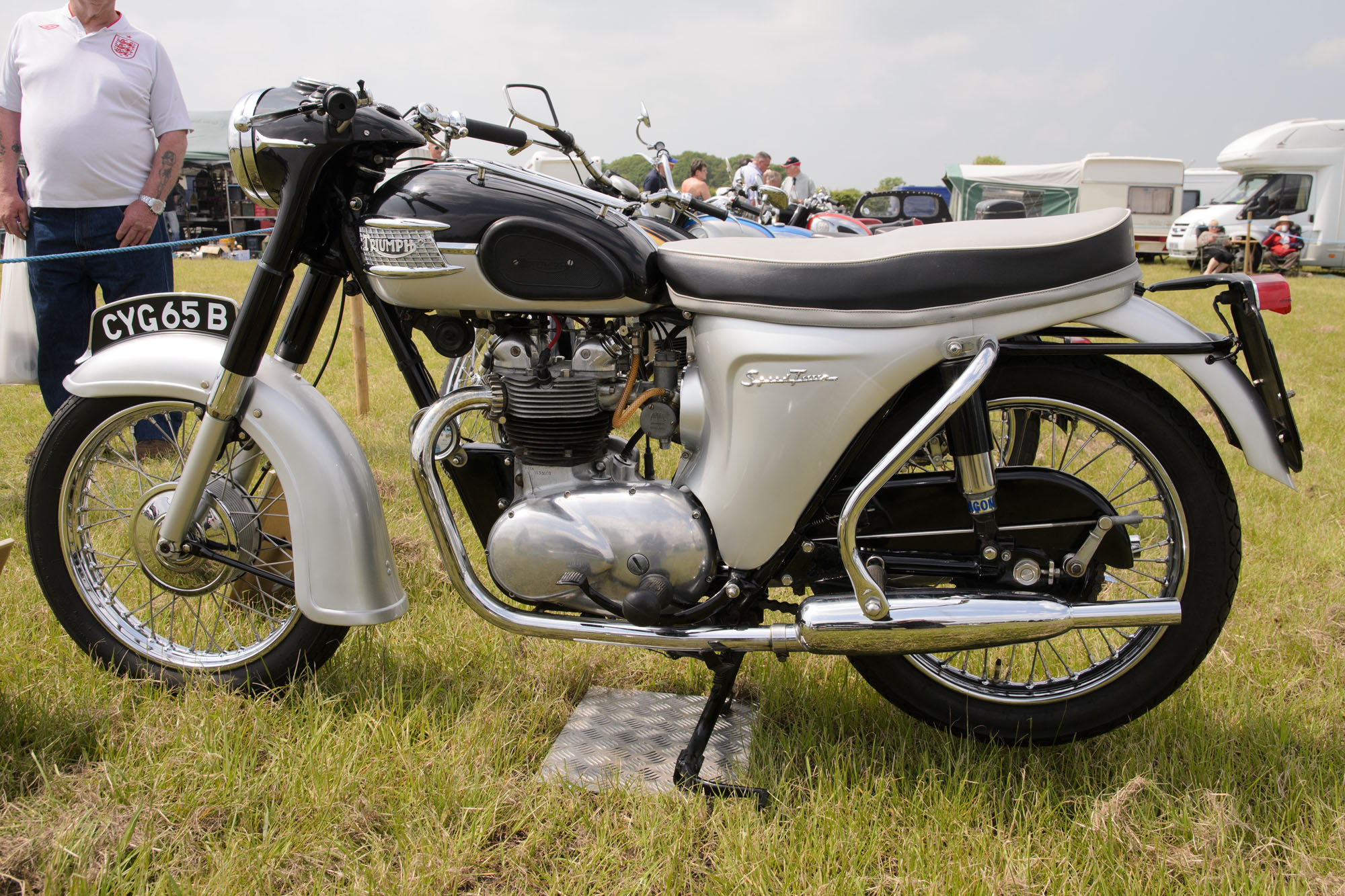 Triumph_5TA_Speed_Twin_(1964)_-_26898601