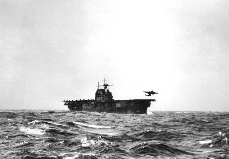 WW2 Picture Photo Bomber leaves USS Hornet for the historic raid on Tokyo 1118