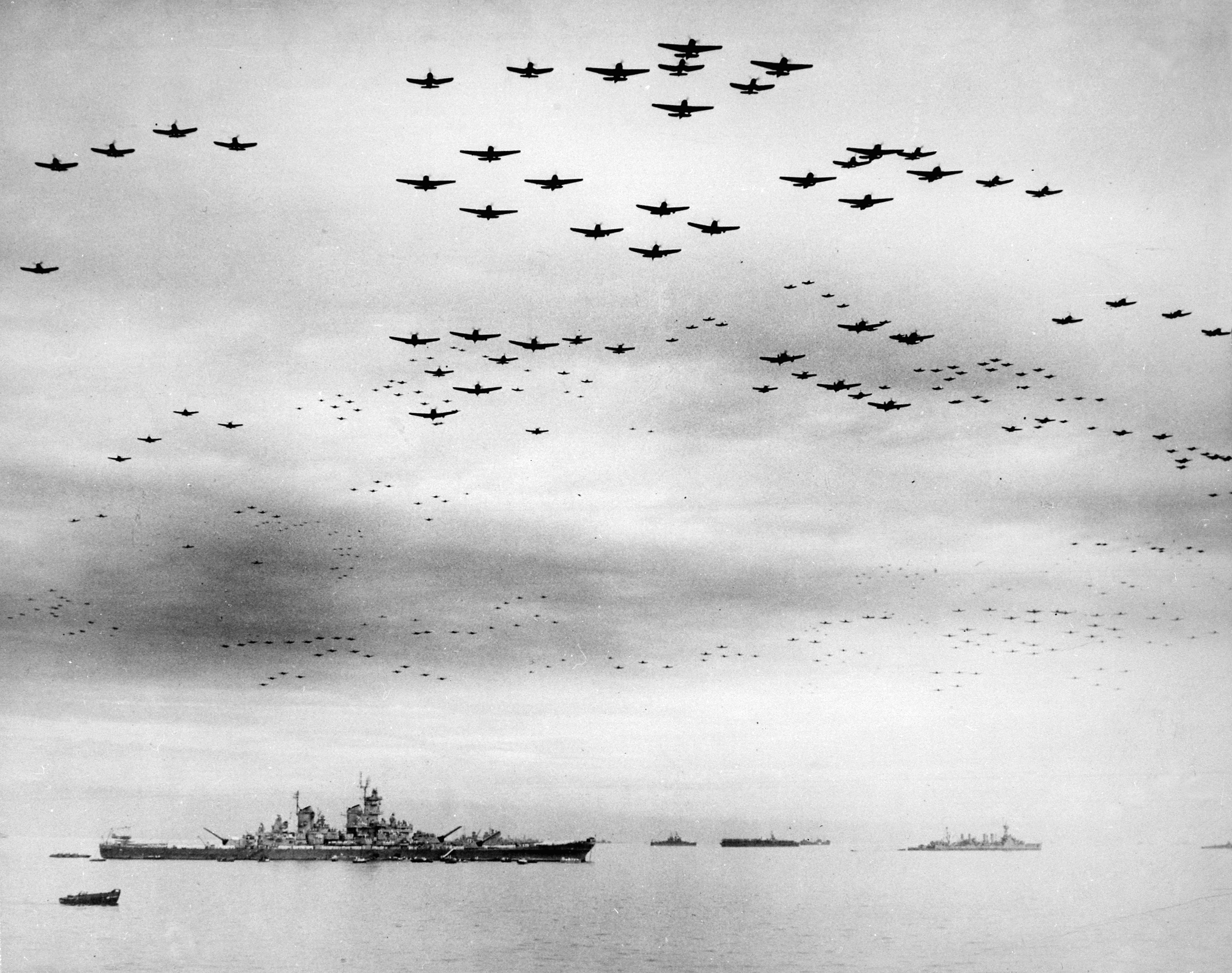 USS_Missouri_(BB-63)_flyover,_Tokyo_Bay,