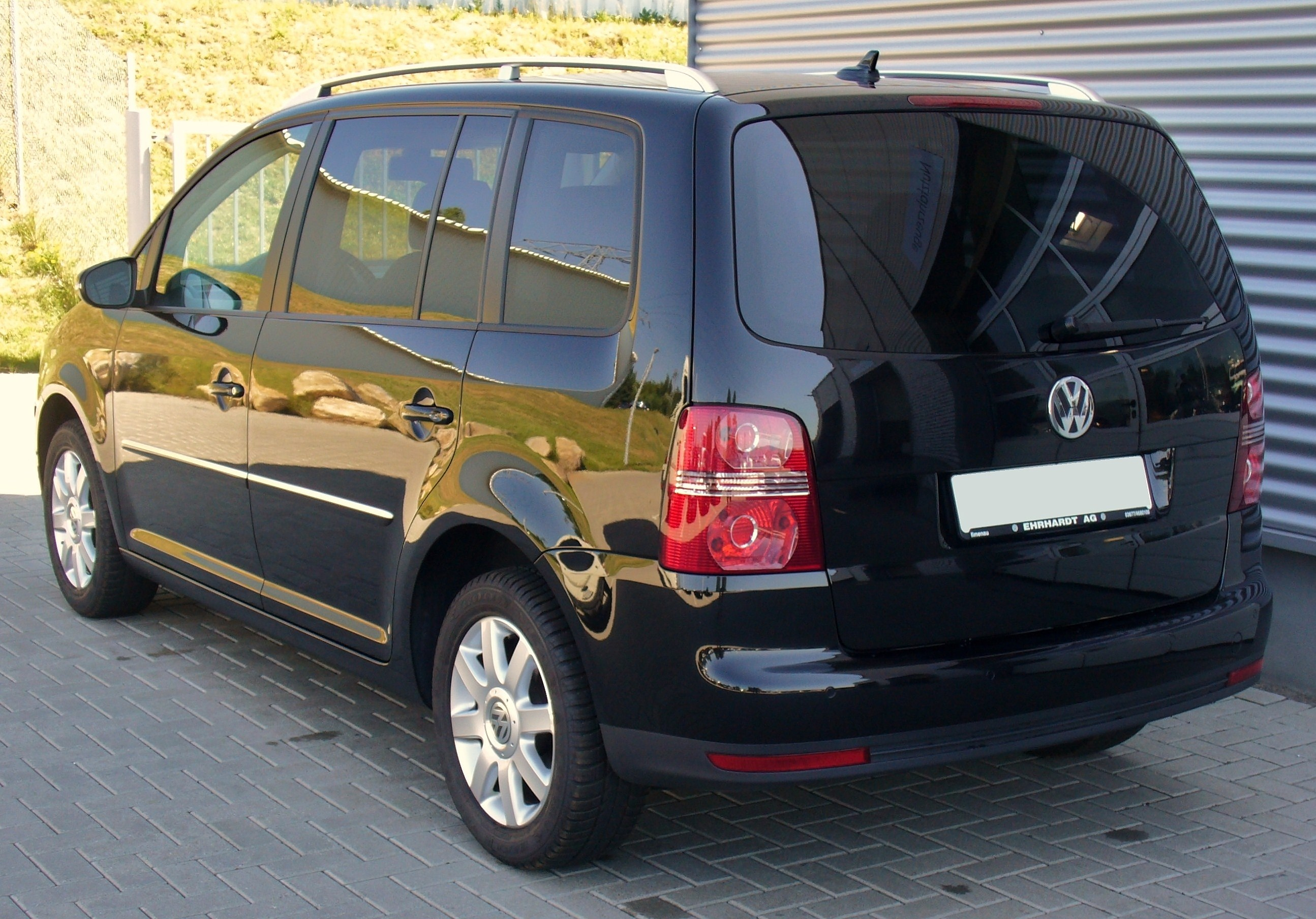 vw touran 2 0 tdi dsg highline deep black heck jpg. Black Bedroom Furniture Sets. Home Design Ideas