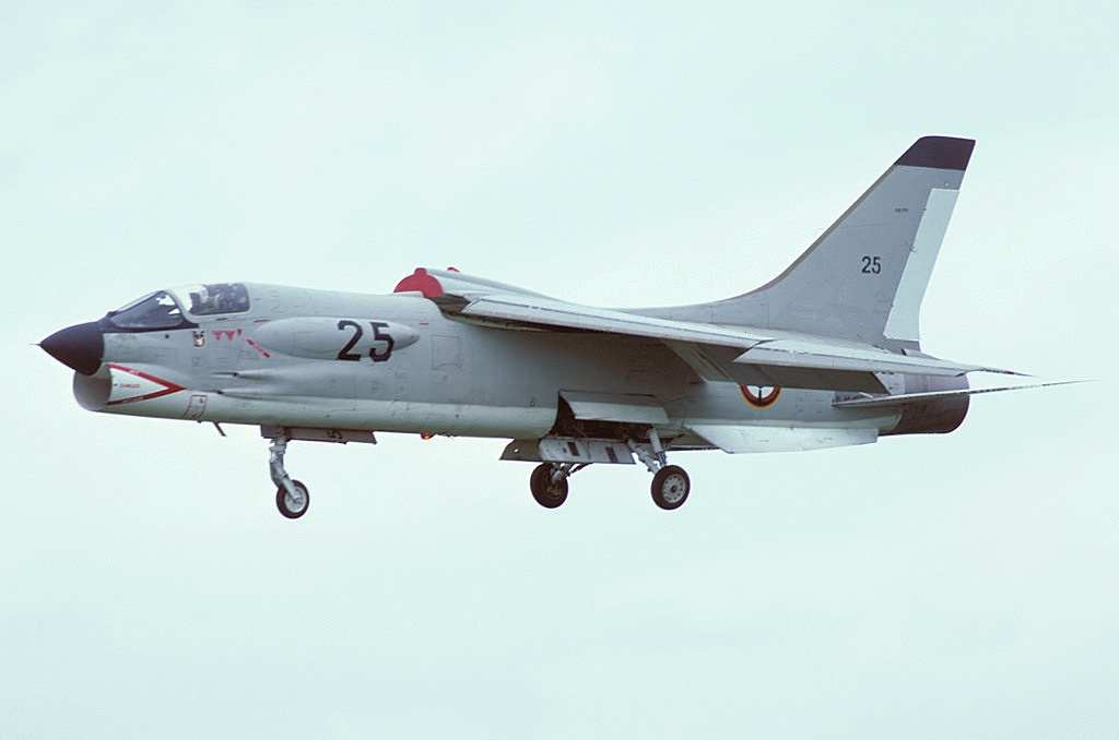 New combat aircraft will be presented at MAKS-2021 - Page 27 Vought_F-8E%28FN%29_Crusader%2C_France_-_Navy_AN1712439
