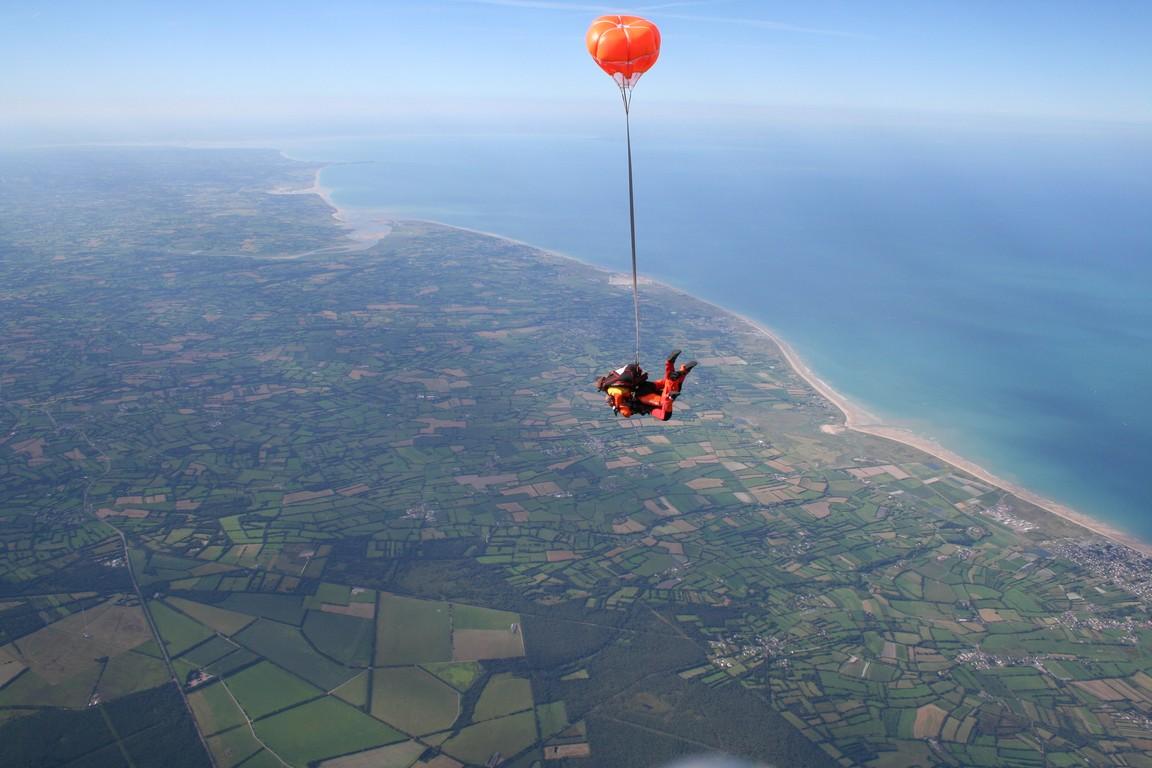 file vue aerienne baie mont michel granville parachutisme aerodrome lessay jpg wikimedia