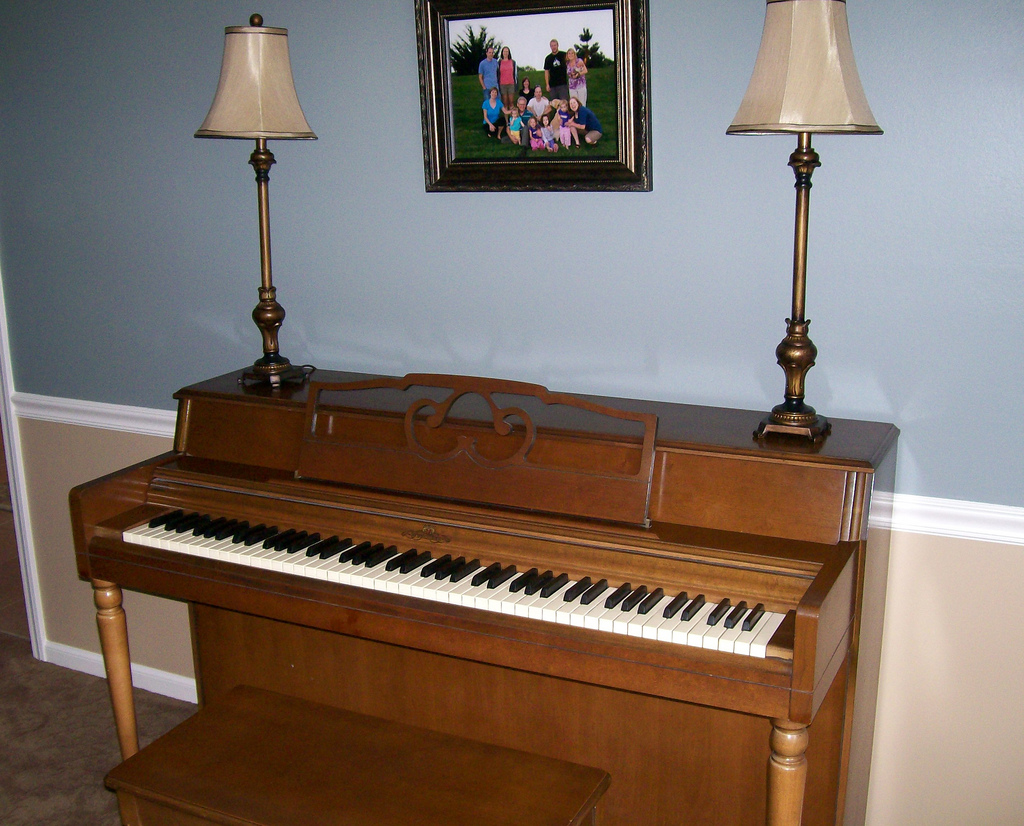 File wurlitzer spinet piano for What are the dimensions of an upright piano