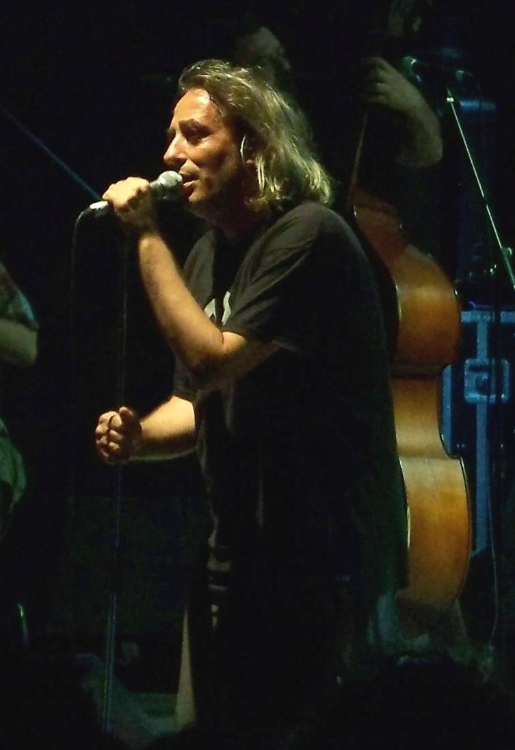 https://upload.wikimedia.org/wikipedia/commons/f/fa/Yannis_Aggelakas1.jpg