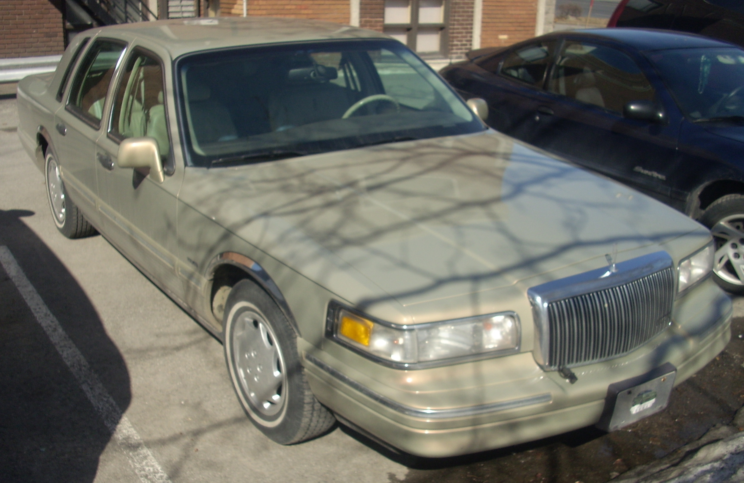 File:'95-'97 Lincoln Town Car.