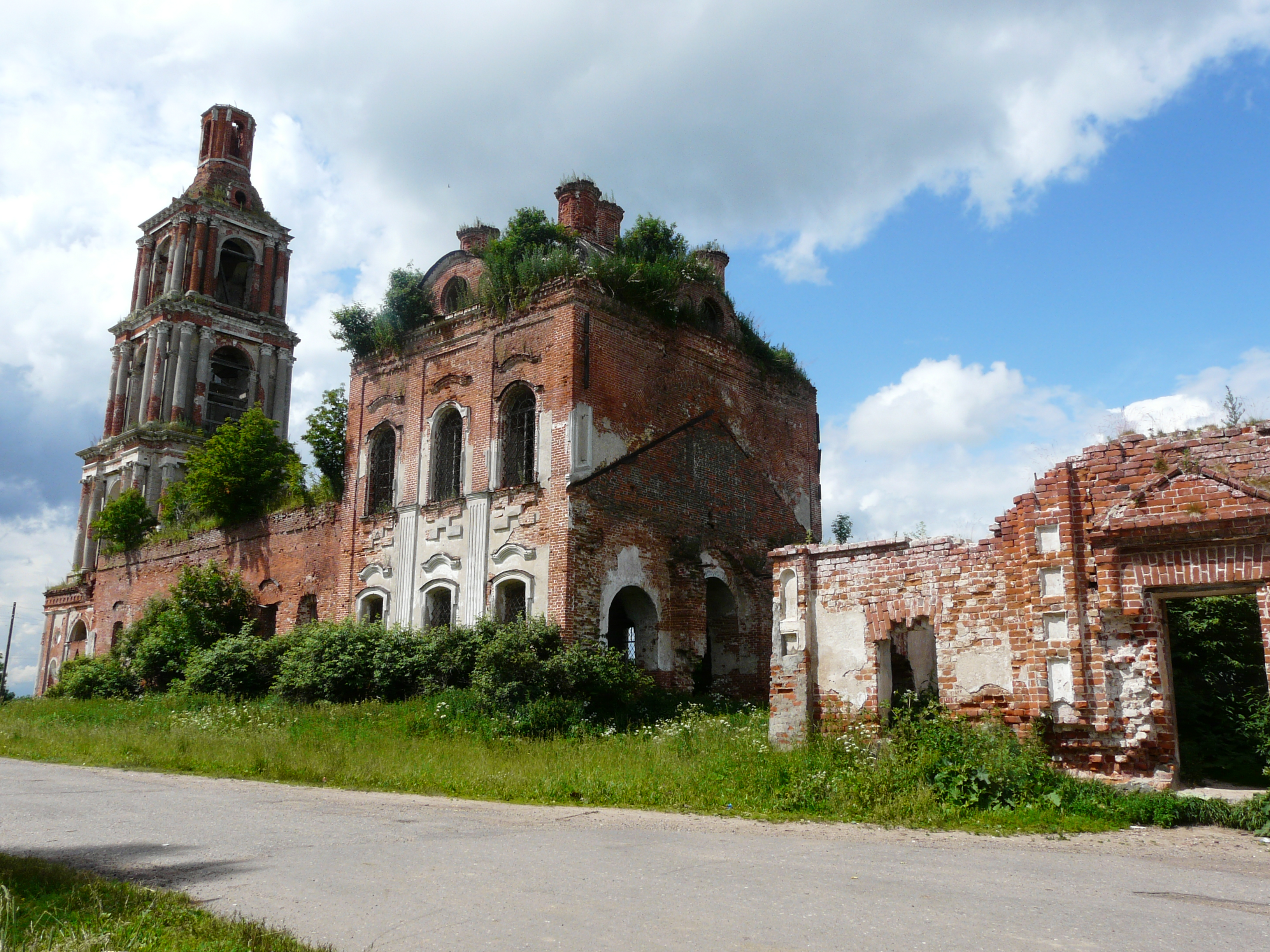 Церковь в старом некоузе фото 2
