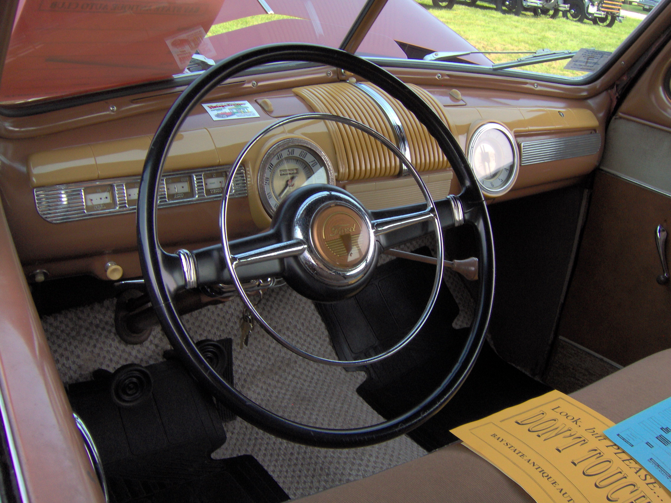 File 1942 Ford Super Deluxe Interior Jpg Wikimedia Commons