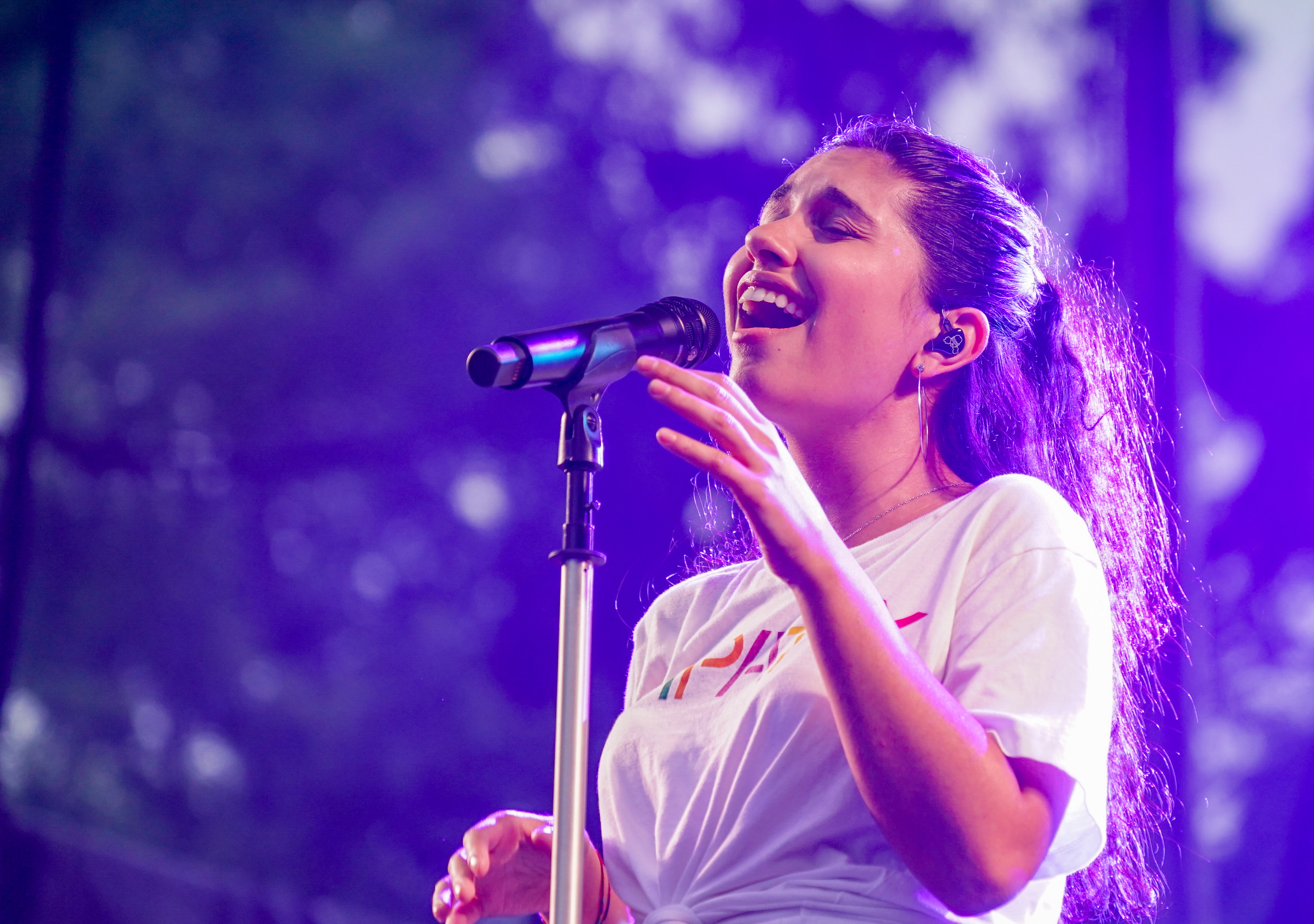 The 22-year old daughter of father (?) and mother(?) Alessia Cara in 2019 photo. Alessia Cara earned a  million dollar salary - leaving the net worth at 1 million in 2019