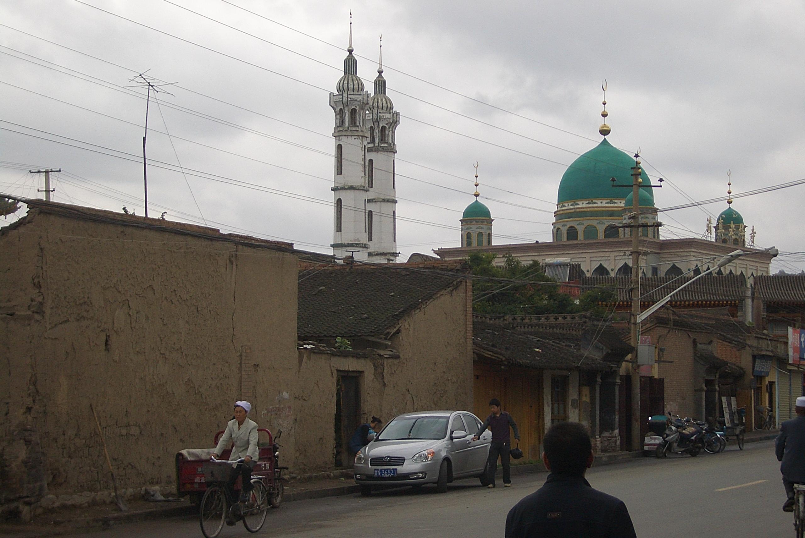 File 5715 Linxia City Xin Xi Lu With Xinhua And Laohua Mosques Jpg