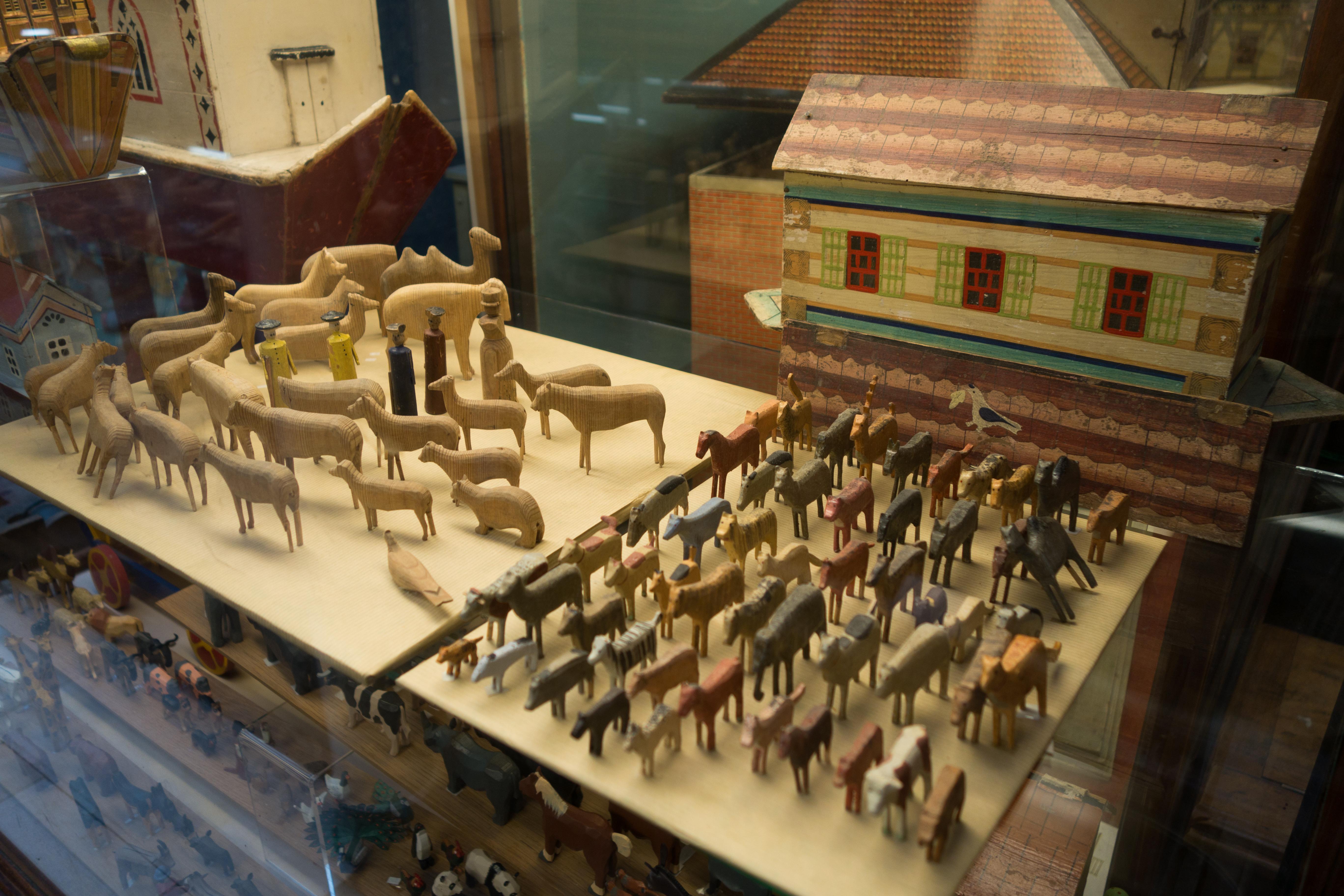 Fileantique Wooden Noahs Ark Animals 29666945921jpg Wikimedia