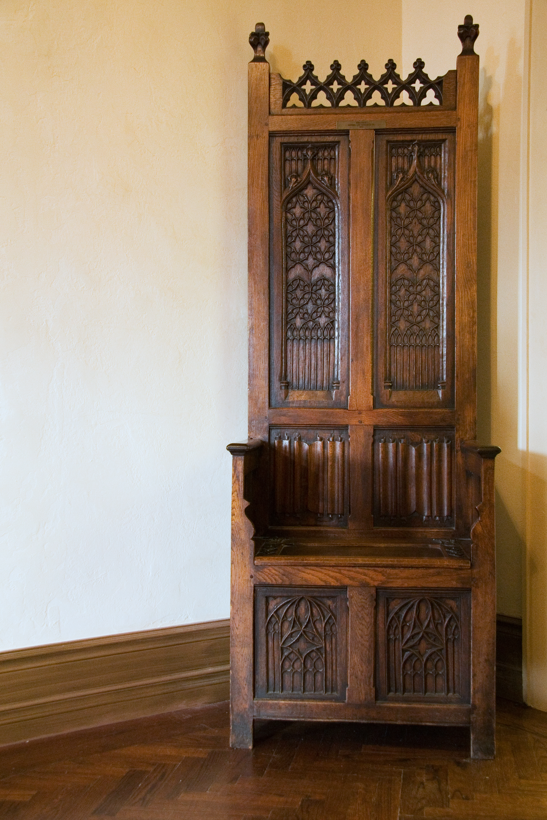 File:Artisan Carved Wood Chair, Casa Loma, Toronto, Canada