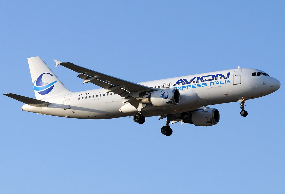 Description avion express italia airbus a320 jbm