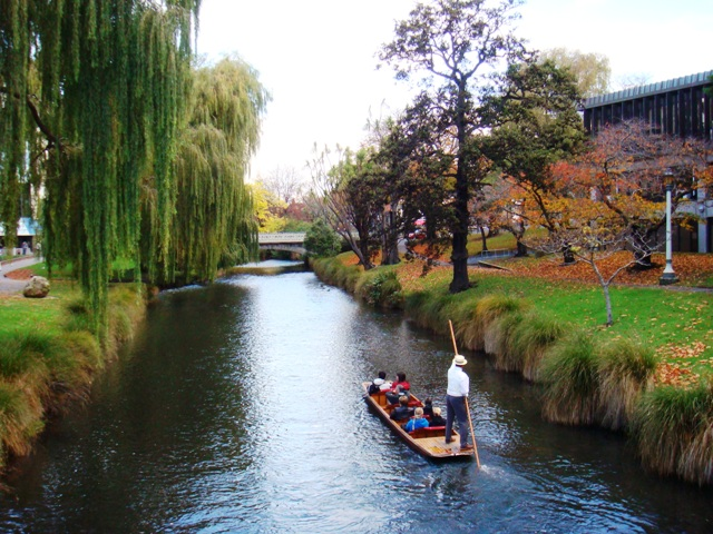 File:Avon River, Christchurch, New Zealand.JPG - Wikimedia Commons