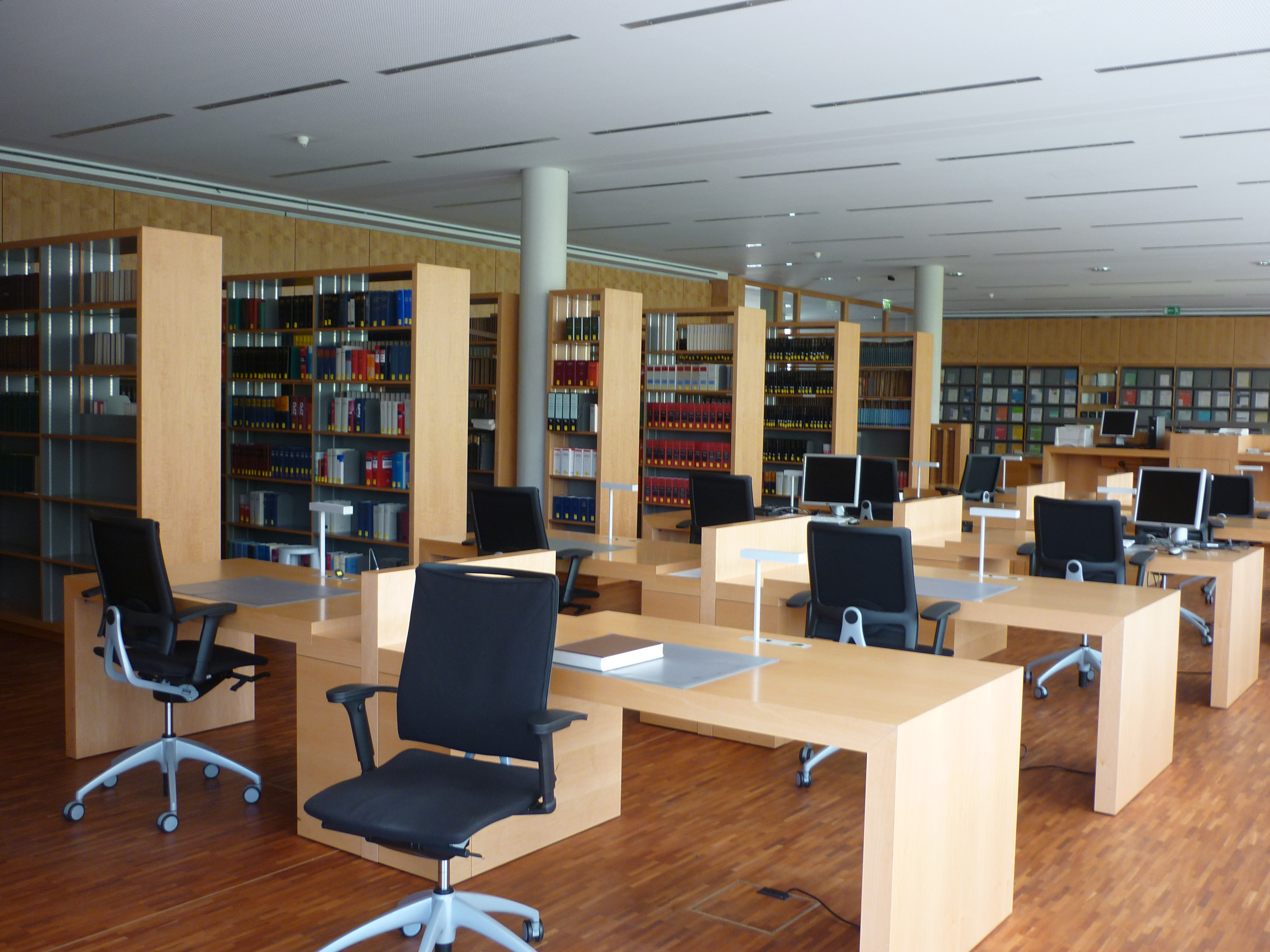 BGH - Bibliothek - Lesesaal.JPG
