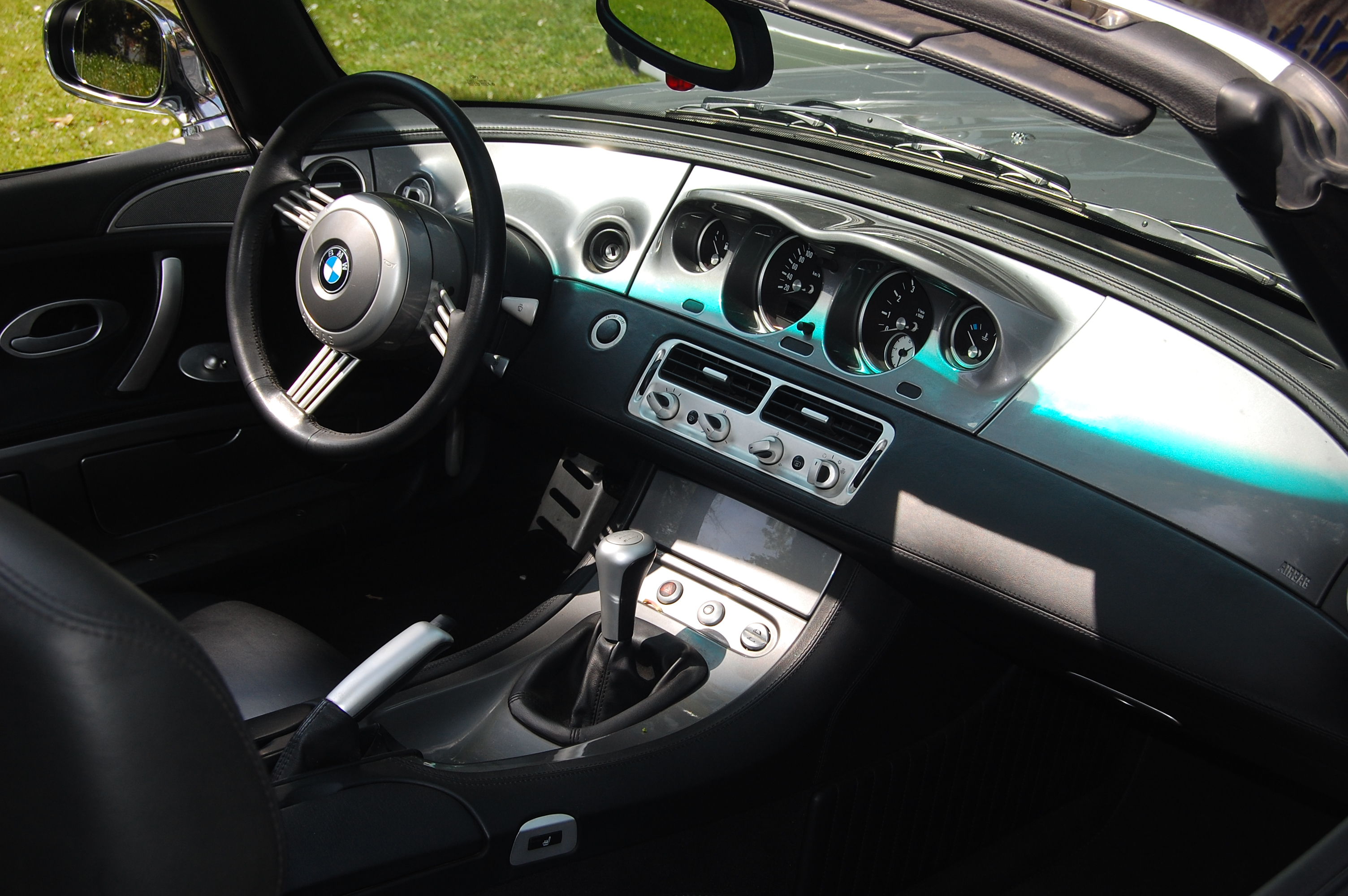 File bmw z8 interieur jpg wikimedia commons for Interieur wikipedia