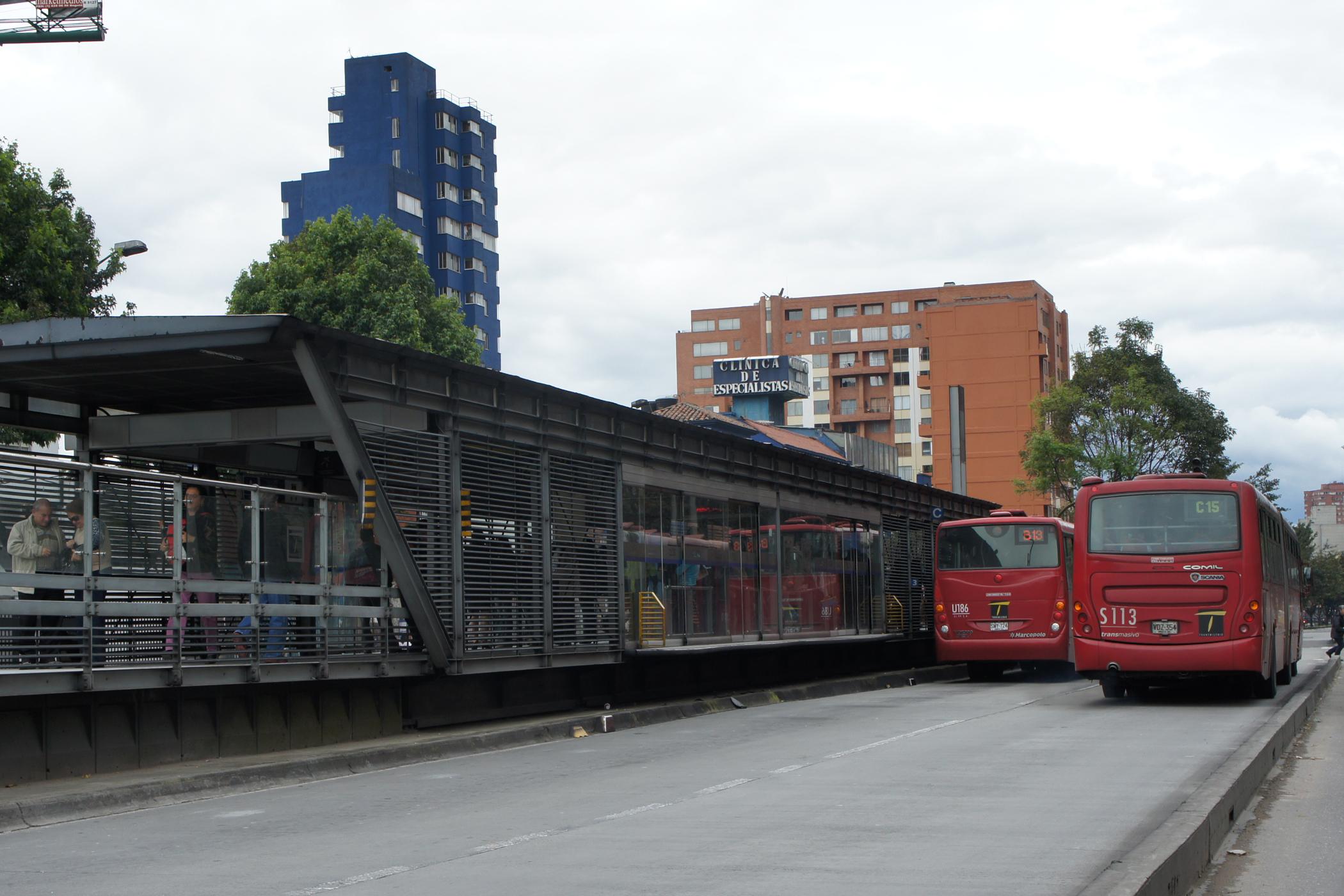 File Bog 04 2012 Transmilenio Estacion Calle 26 1295 Jpg Wikimedia Commons