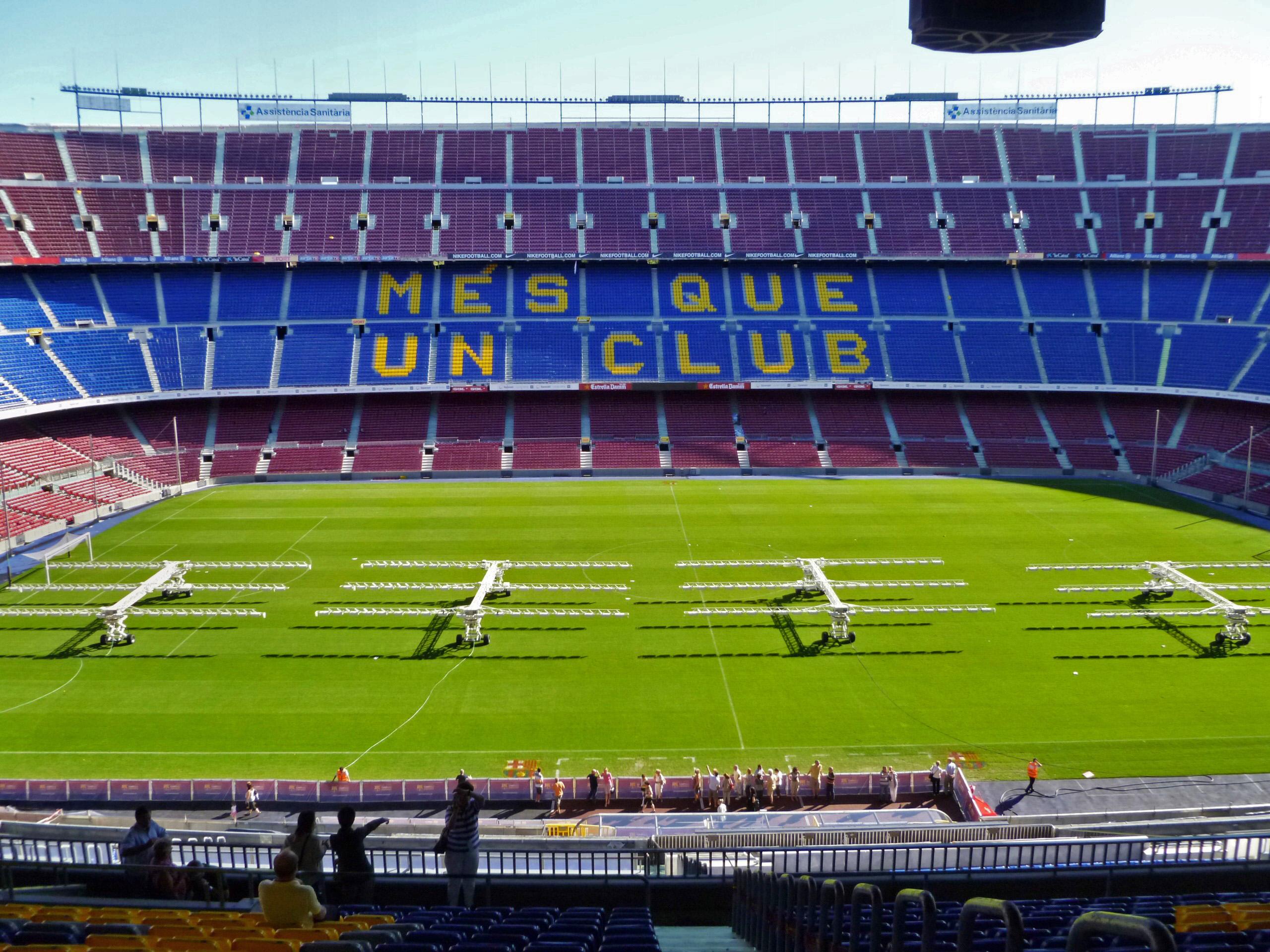 Стадион в испании команда барселона