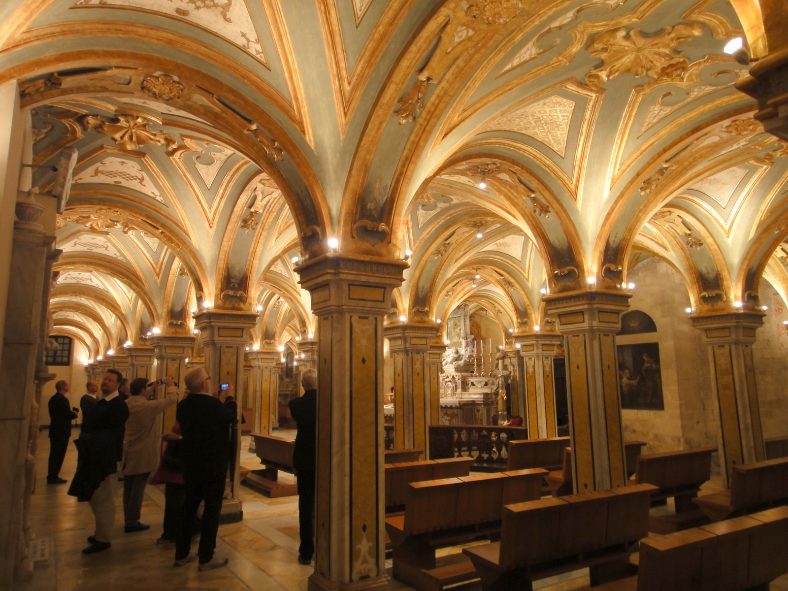 File bari cathedral underground opened specially for us for Interno 2 studio bari