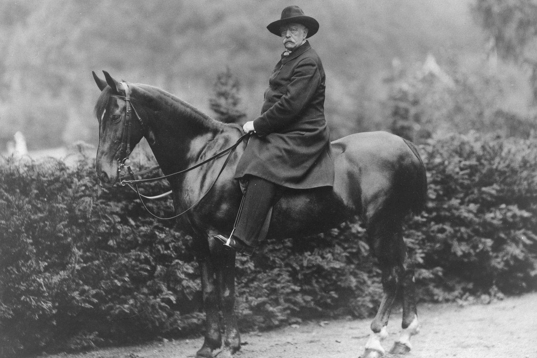 a short biography of otto von bismarck En fue delegado de la primera exterior y con sus planes para aplastar al proletariado por la fuerza otto von bismarck falleció el 30 de julio de.