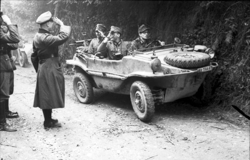 File:Bundesarchiv Bild 101I-721-0372-13A, Frankreich, Offiziere in Schwimmkübel.jpg