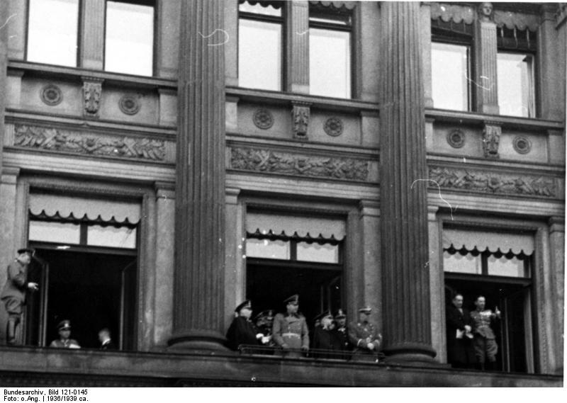 File:Bundesarchiv Bild 121-0145, Berlin, italienische Polizeiführer, Parade.jpg