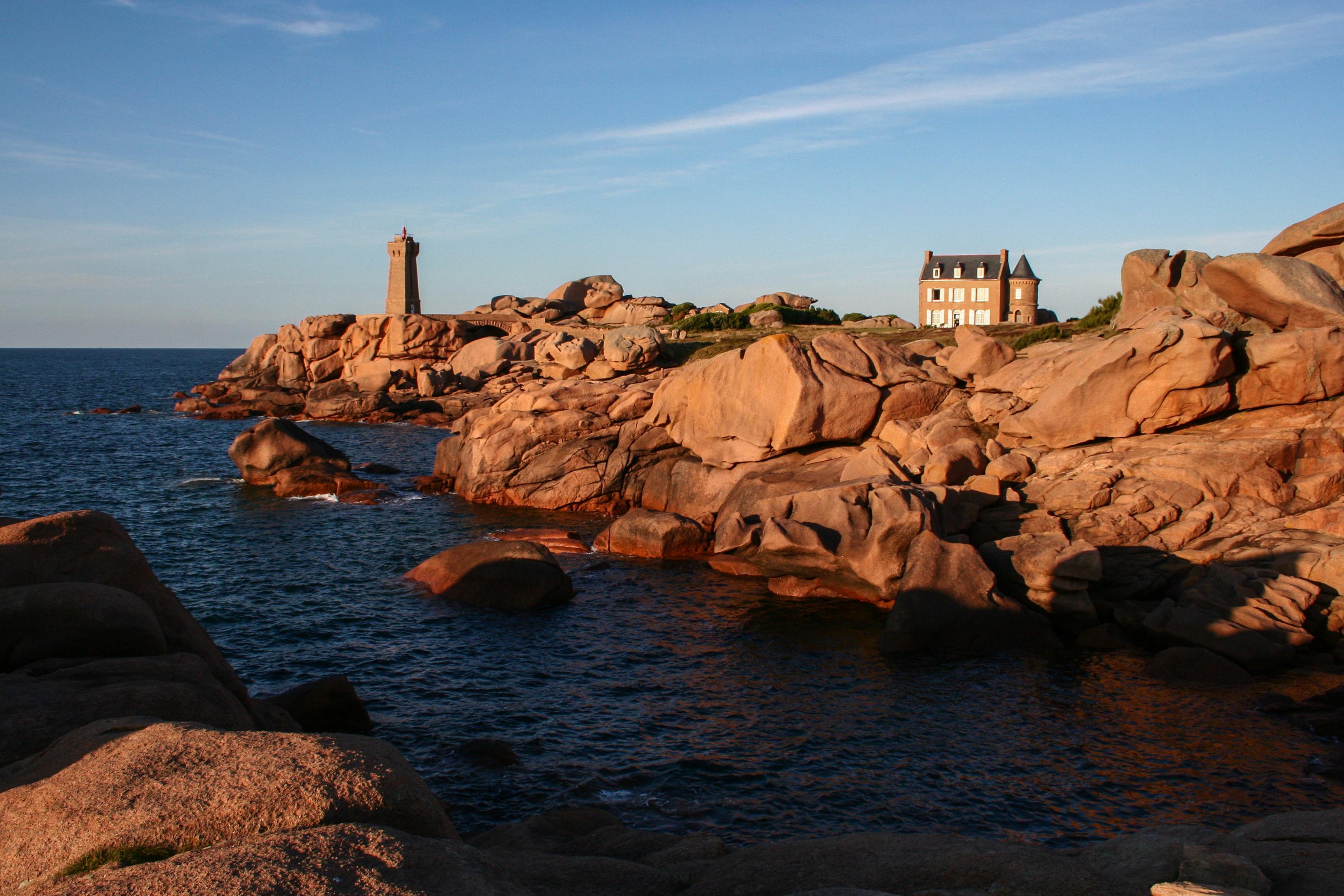 File:Côte de granite rose à Ploumanac\'h (phare de Ploumanac\'h).JPG ...