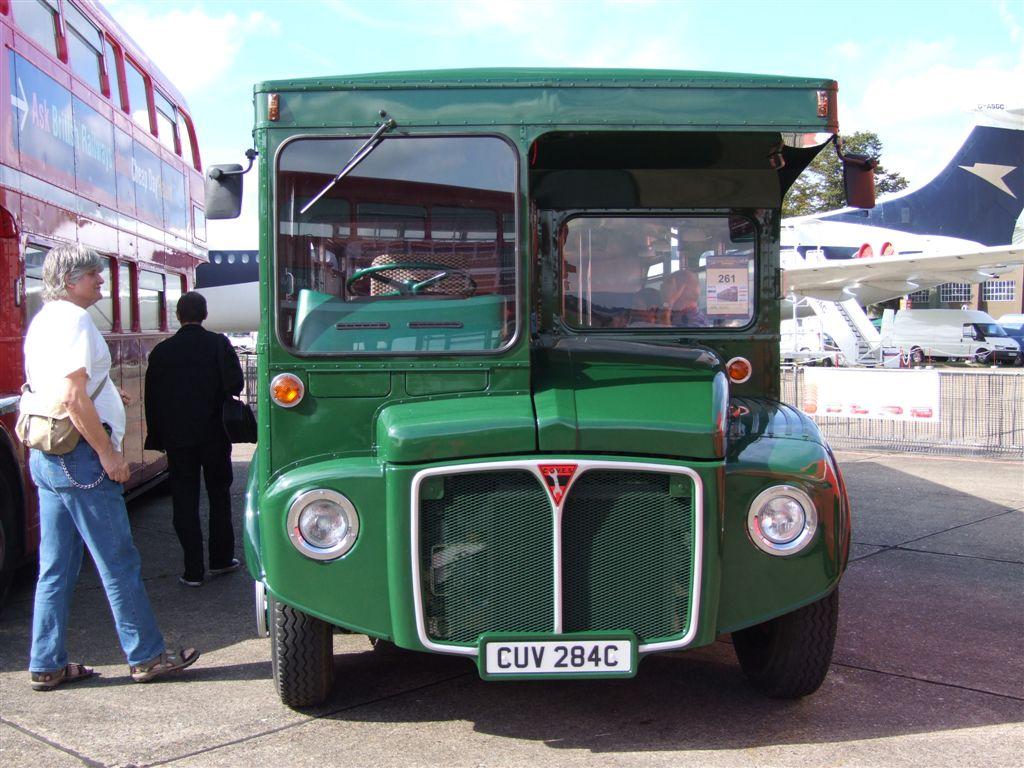 File:COVES mobile workshop 2284 (CUV 284C), ex Routemaster RML2284, Showbus