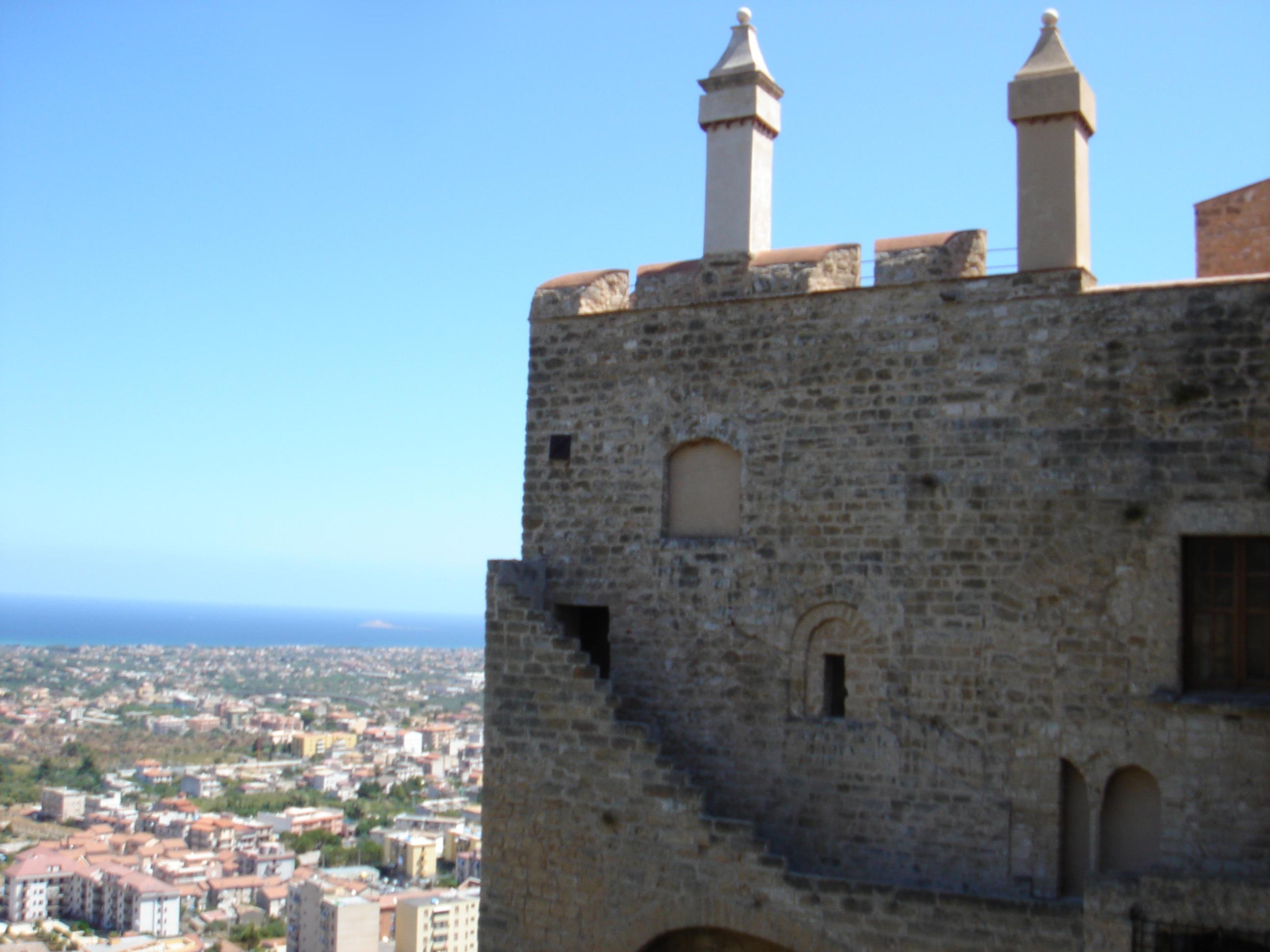 File:Castello Carini.JPG