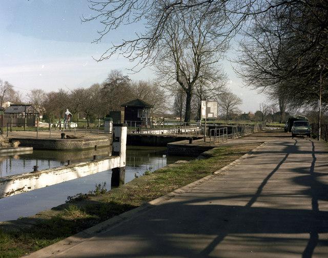Caversham Lock, River Thames - geograph.org.uk - 482220