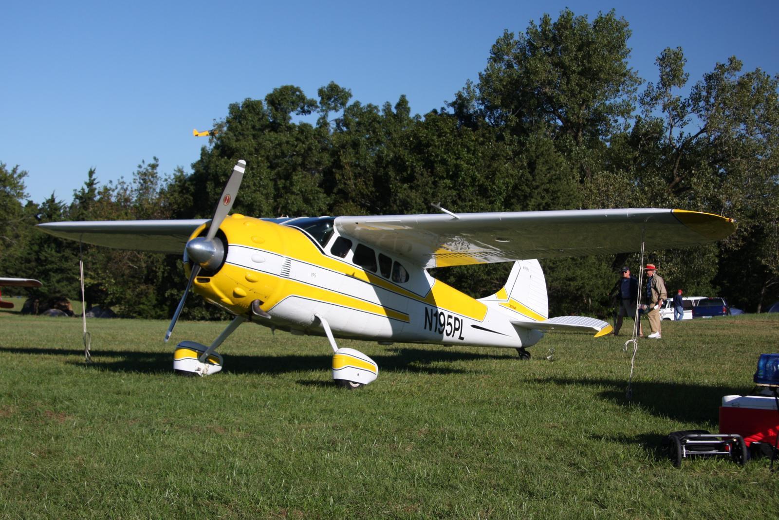 File Cessna 190 N195pl Jpg Wikimedia Commons