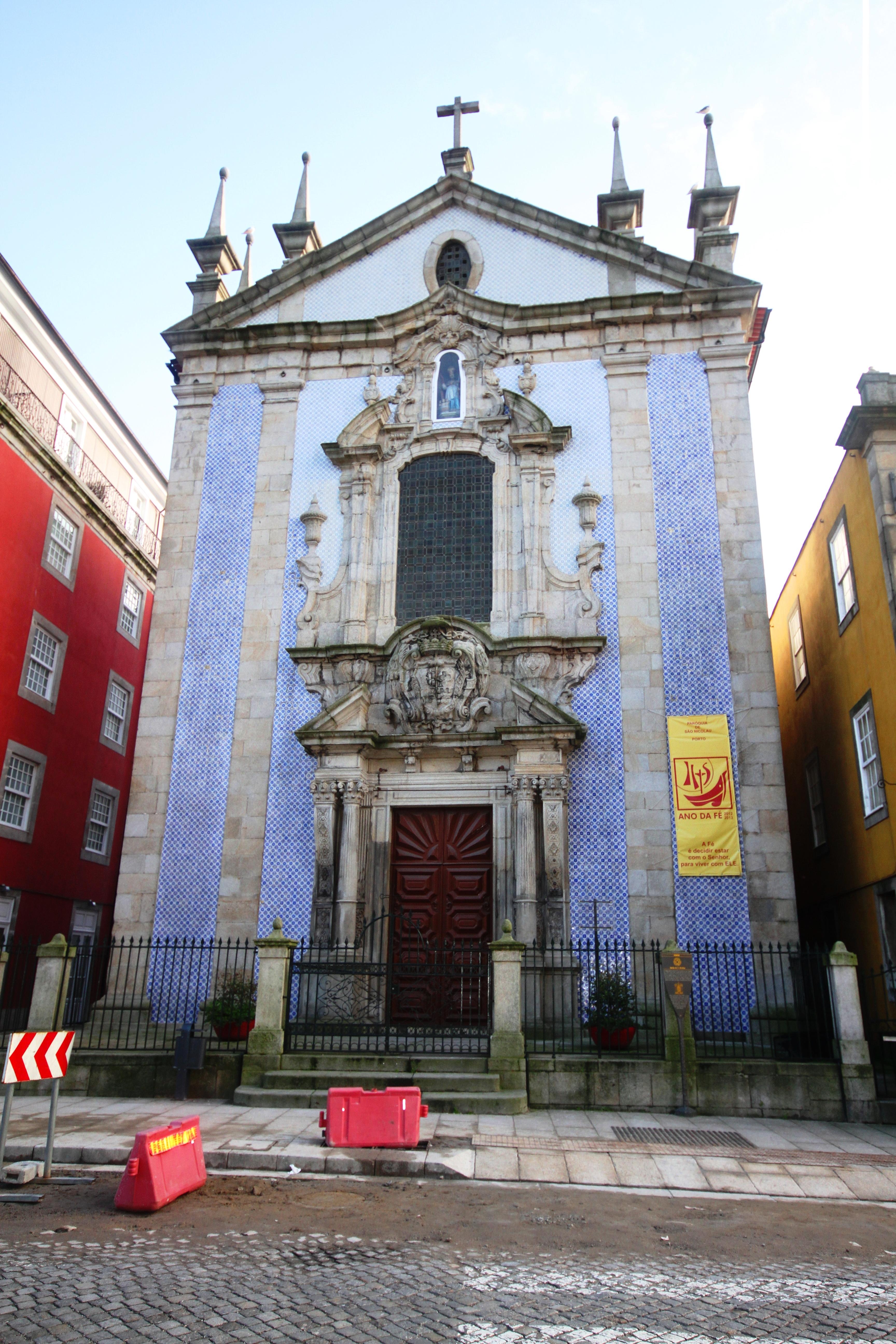 5edee697f2a7 File:Church of São Nicolau - Porto (2).JPG - Wikimedia Commons