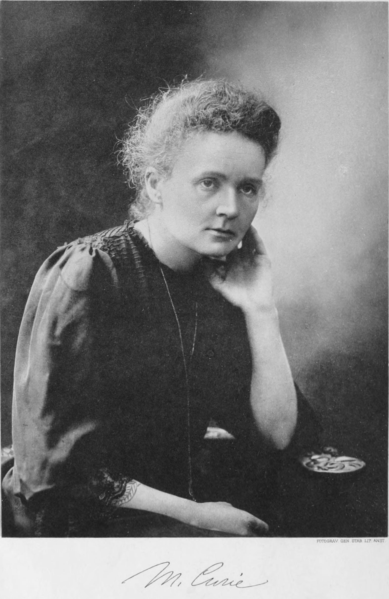 a biography of marie curie Madame curie's passion marie curie, in paris in 1925 eve became a journalist and wrote the definitive biography, madame curie, published in 1937.