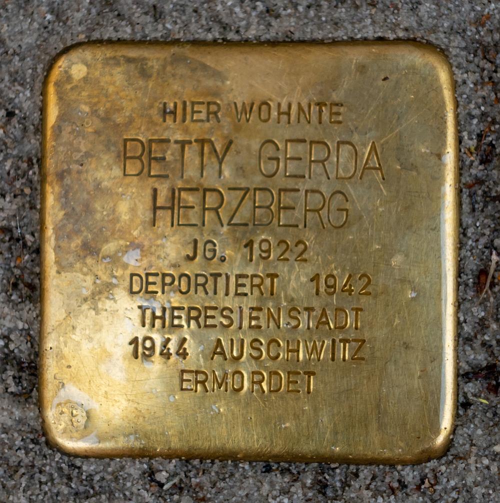 Detmold - 2020-07-14 - Stolperstein Betty Gerda Herzberg (DSC02602).jpg