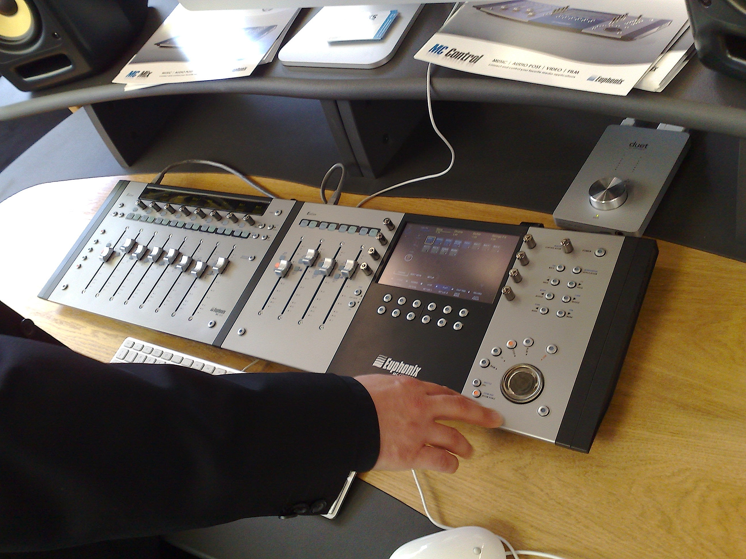 File:Euphonix MC and Apogee Duet (AES 124) jpg - Wikimedia Commons