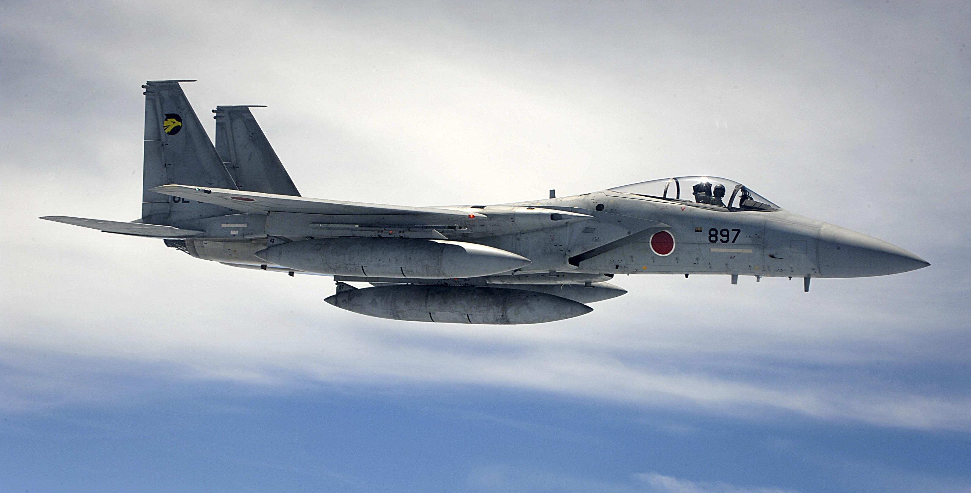 Description F-15J (897) of 306 Sqn waits ...