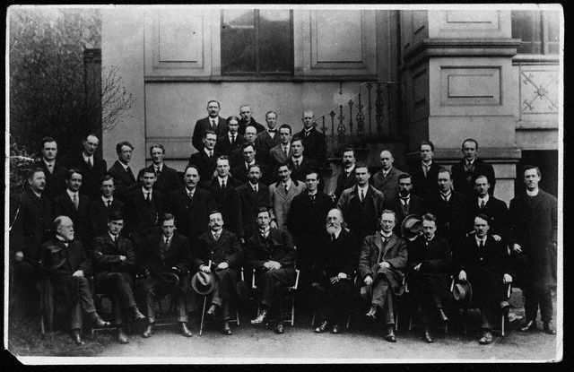 First Dáil: Michael Collins (second from left, front row), Arthur Griffith (fourth from left, front row) Éamon de Valera (centre, front row), W. T. Cosgrave (second from right, front row).