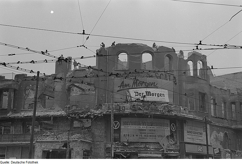 Datei:Fotothek df ps 0000857 Kriege ^ Kriegsfolgen ^ Zerstörungen - Trümmer - Ruinen.jpg